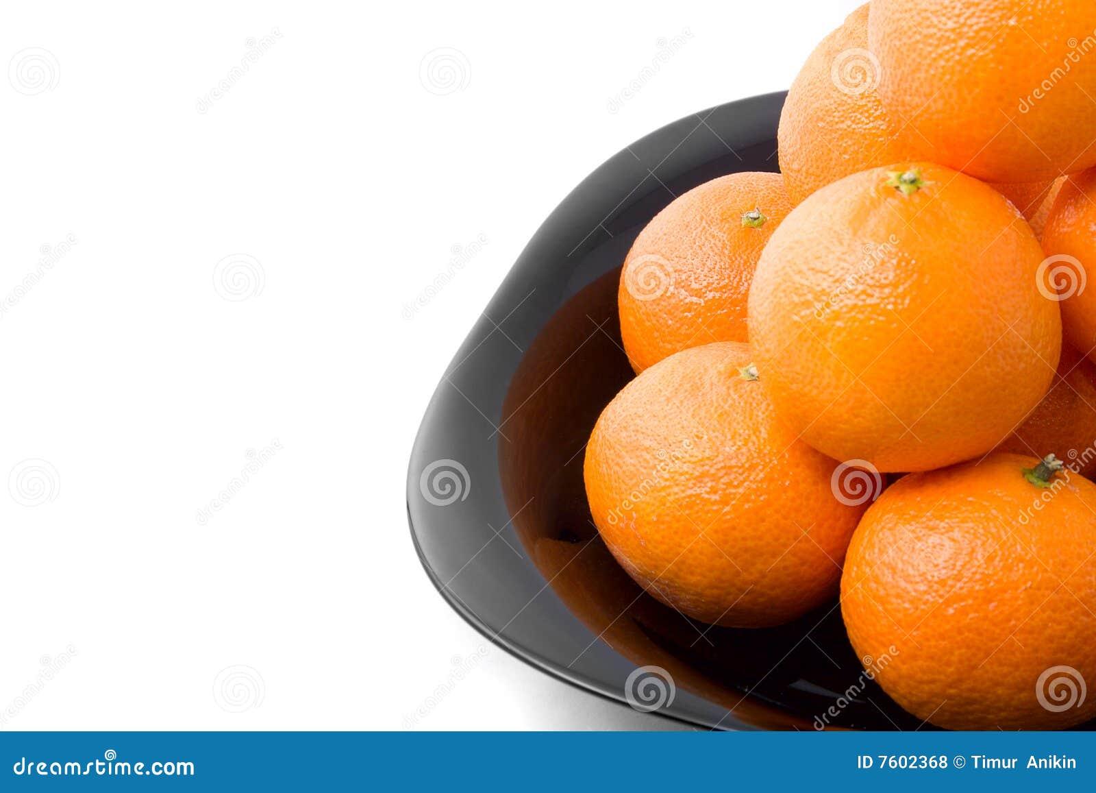黑色鲜美查出的橙色牌照的tangerins