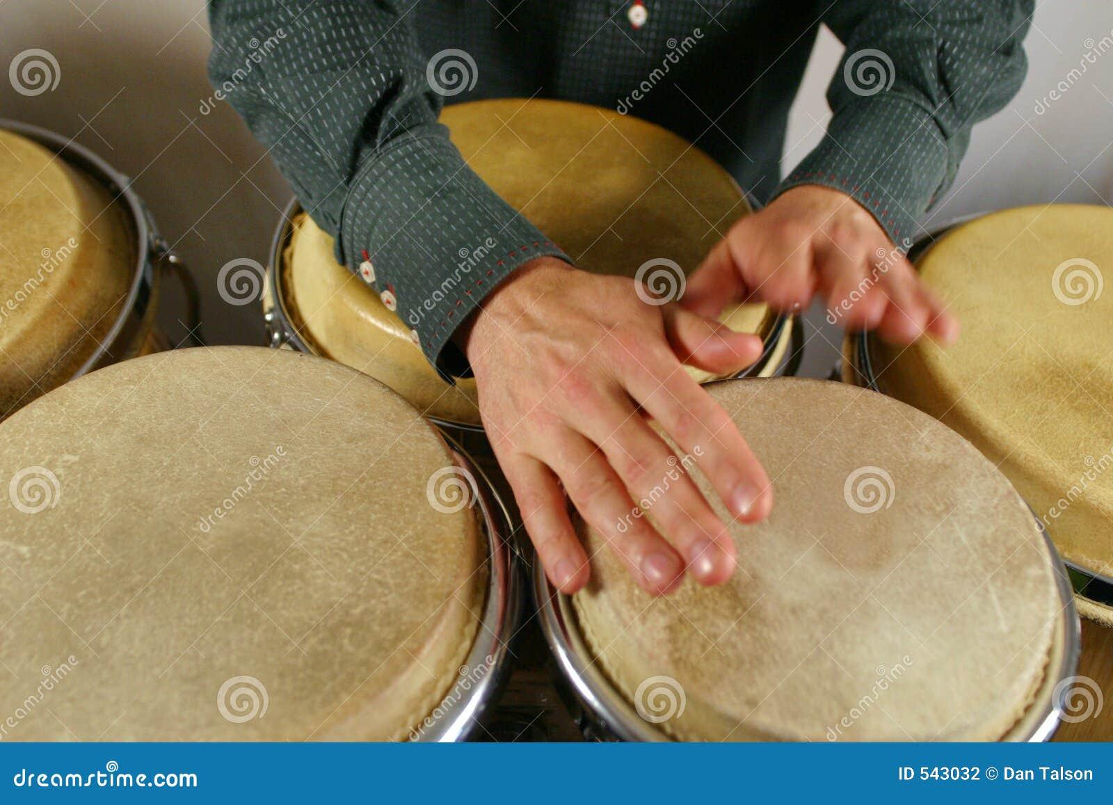Download 鼓手递s 库存照片. 图片 包括有 鼓手, 轻拍, 时间, 皮肤, 打鼓, 节奏, 手指, 音乐, 命中, 步幅 - 543032