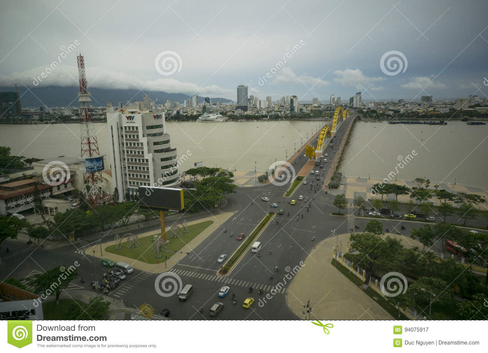 龙桥梁岘港市越南Apec 2017年