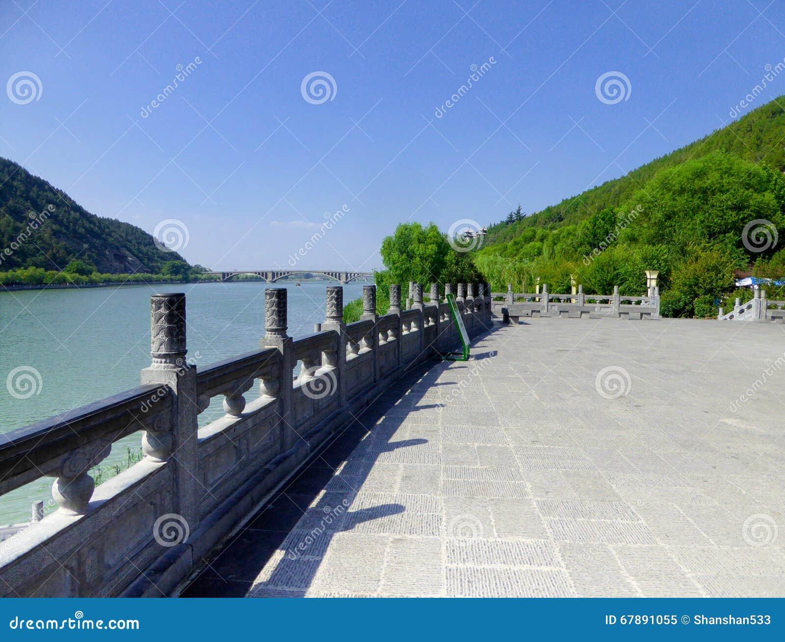 龙门石窟风景区视图