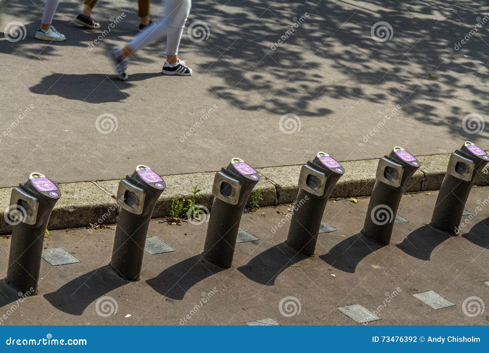 """巴黎,法国†""""8月23日:Velib自动自行车聘用statio"""