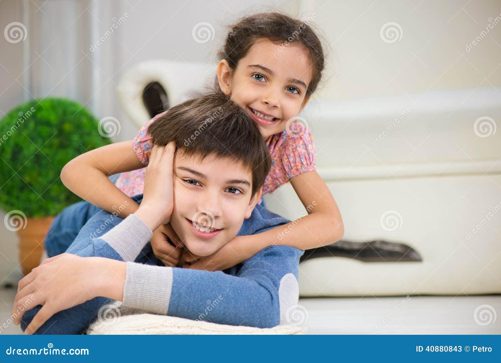 Смотреть секс брат и сестра онлайн, Инцест брат и сестра - смотреть лучшее порно. Ебалка 24 фотография