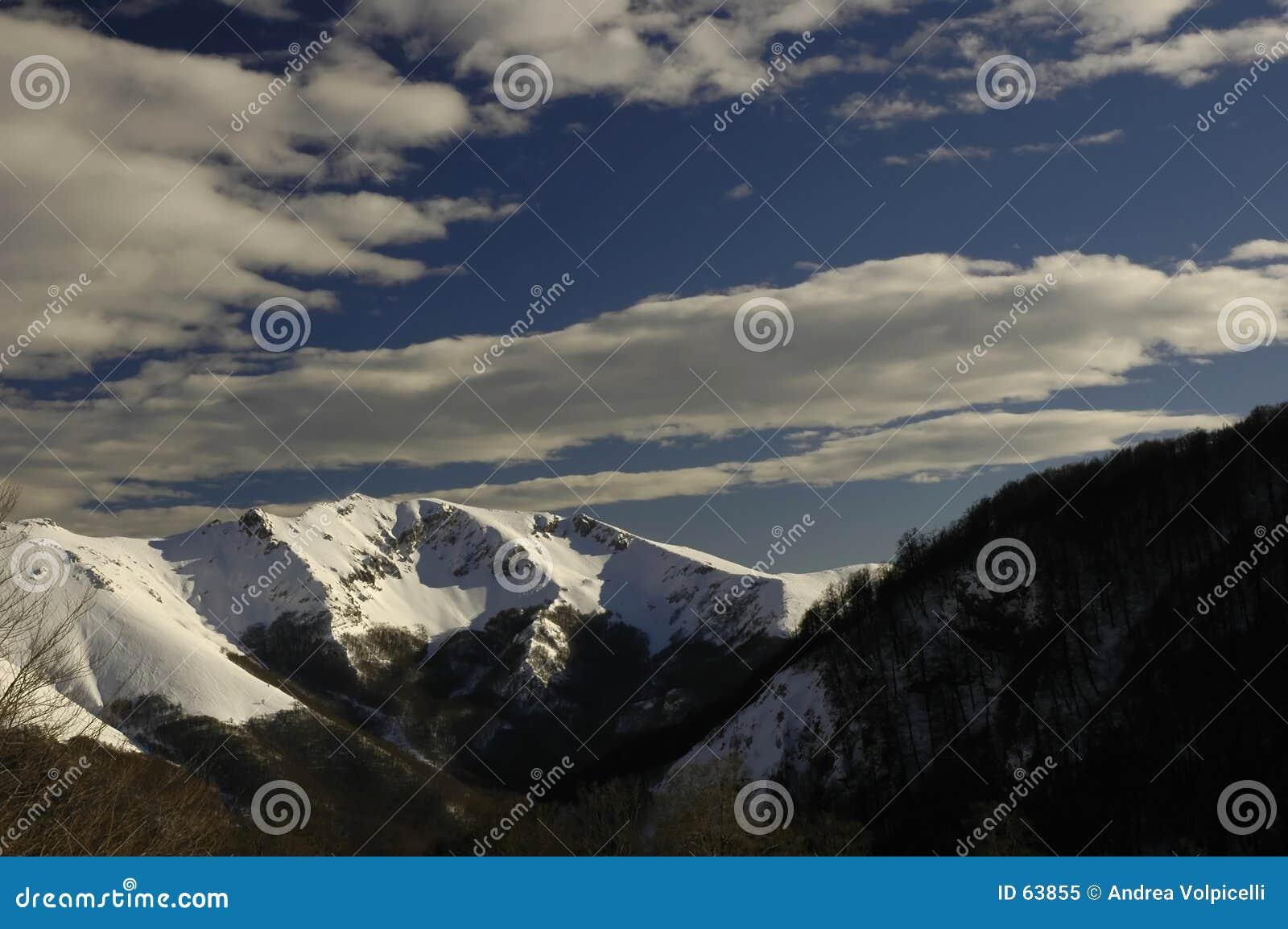Download 05 montagnes image stock. Image du alpestre, montagne, nuage - 63855