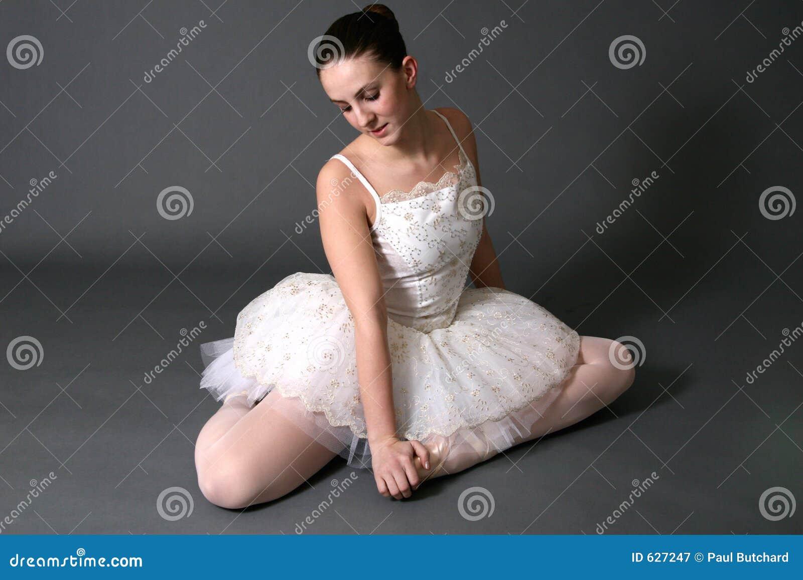 Download 1 балерина стоковое изображение. изображение насчитывающей ухо - 627247
