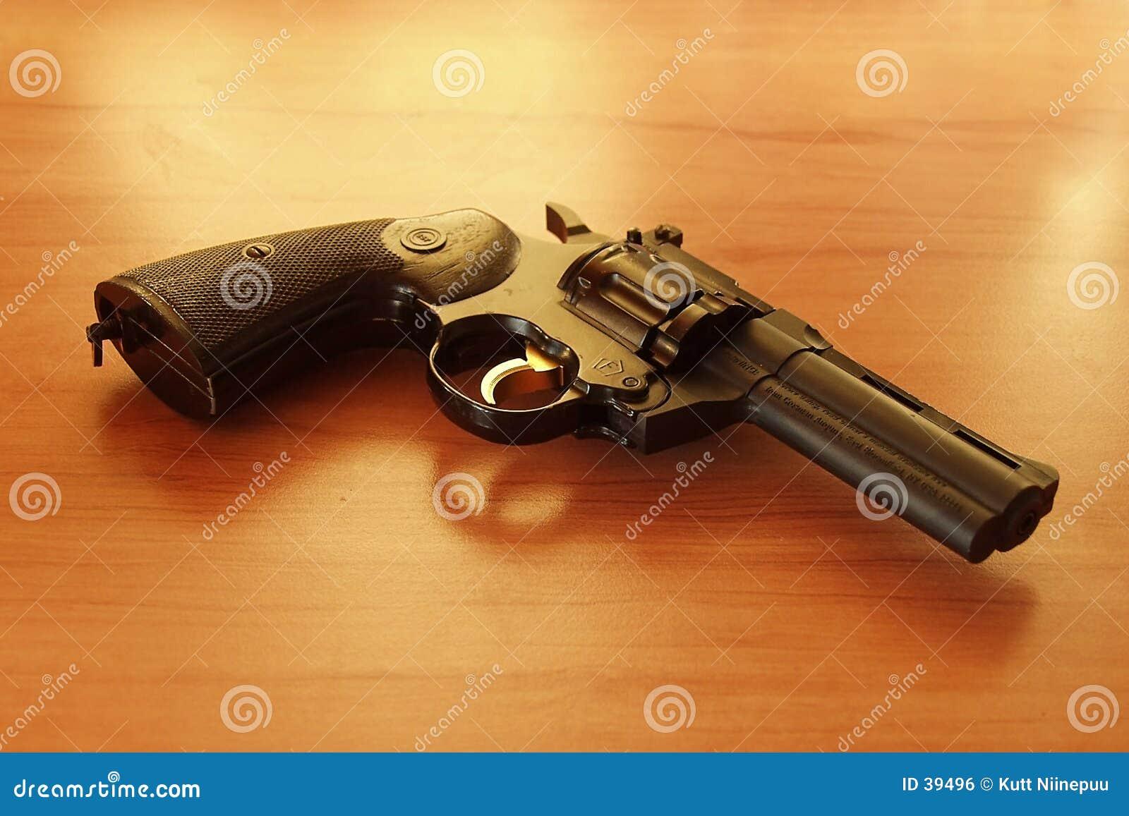 1把左轮手枪