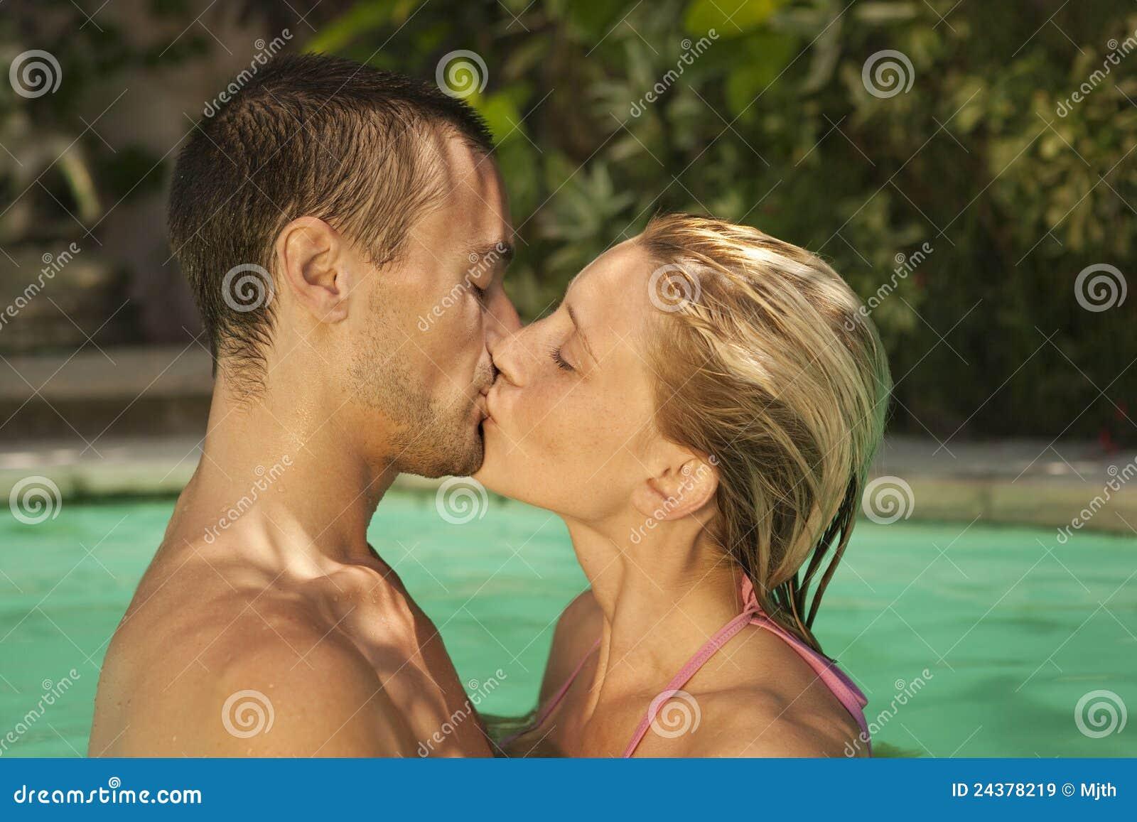 (1) Bali całowania basenu dopłynięcie