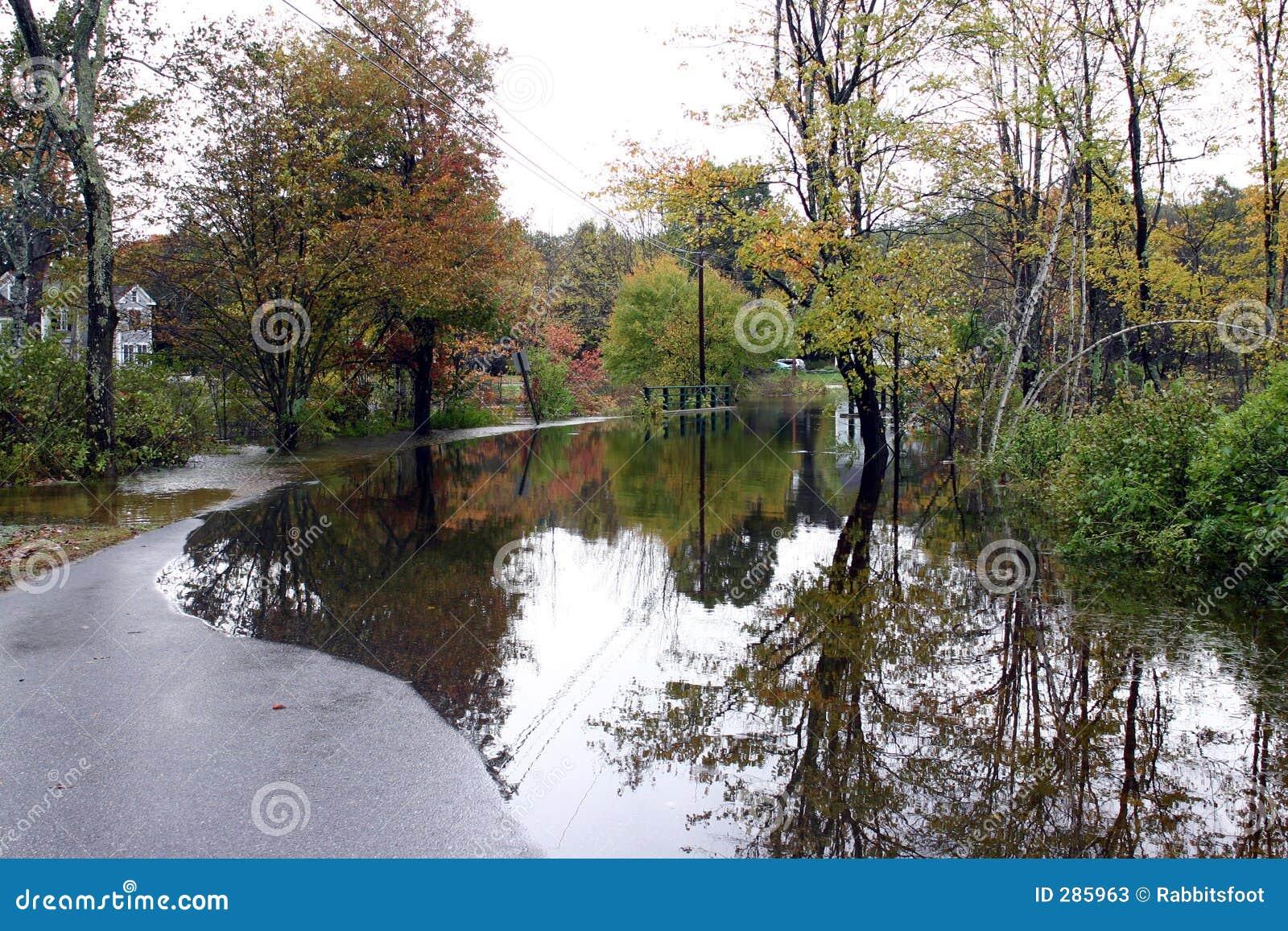 1 land översvämmade körbana