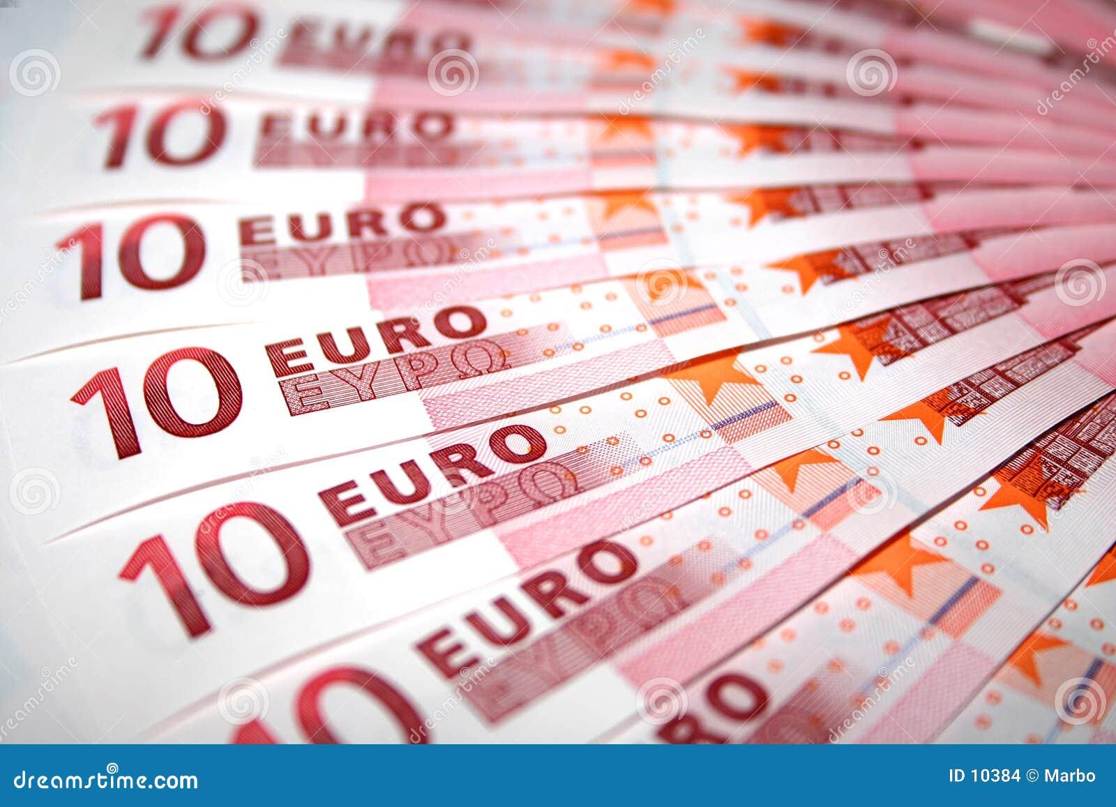10 примечаний евро