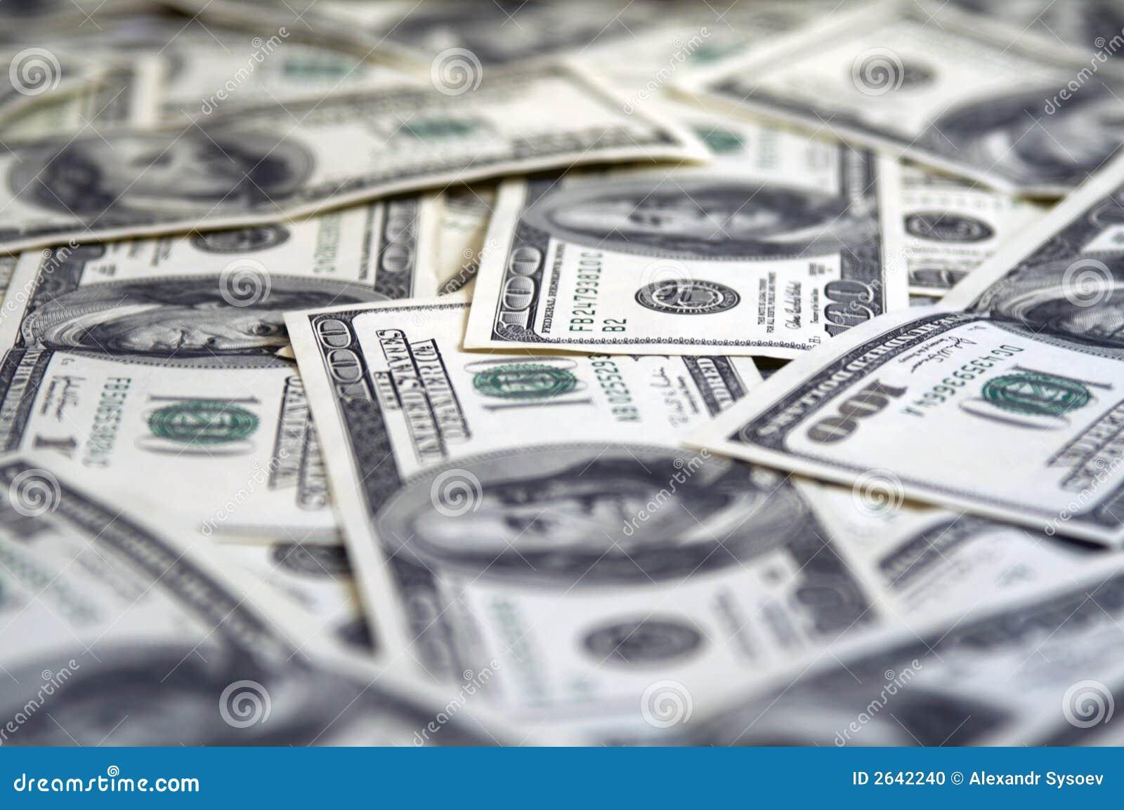 100 contas de dólar fecham-se acima