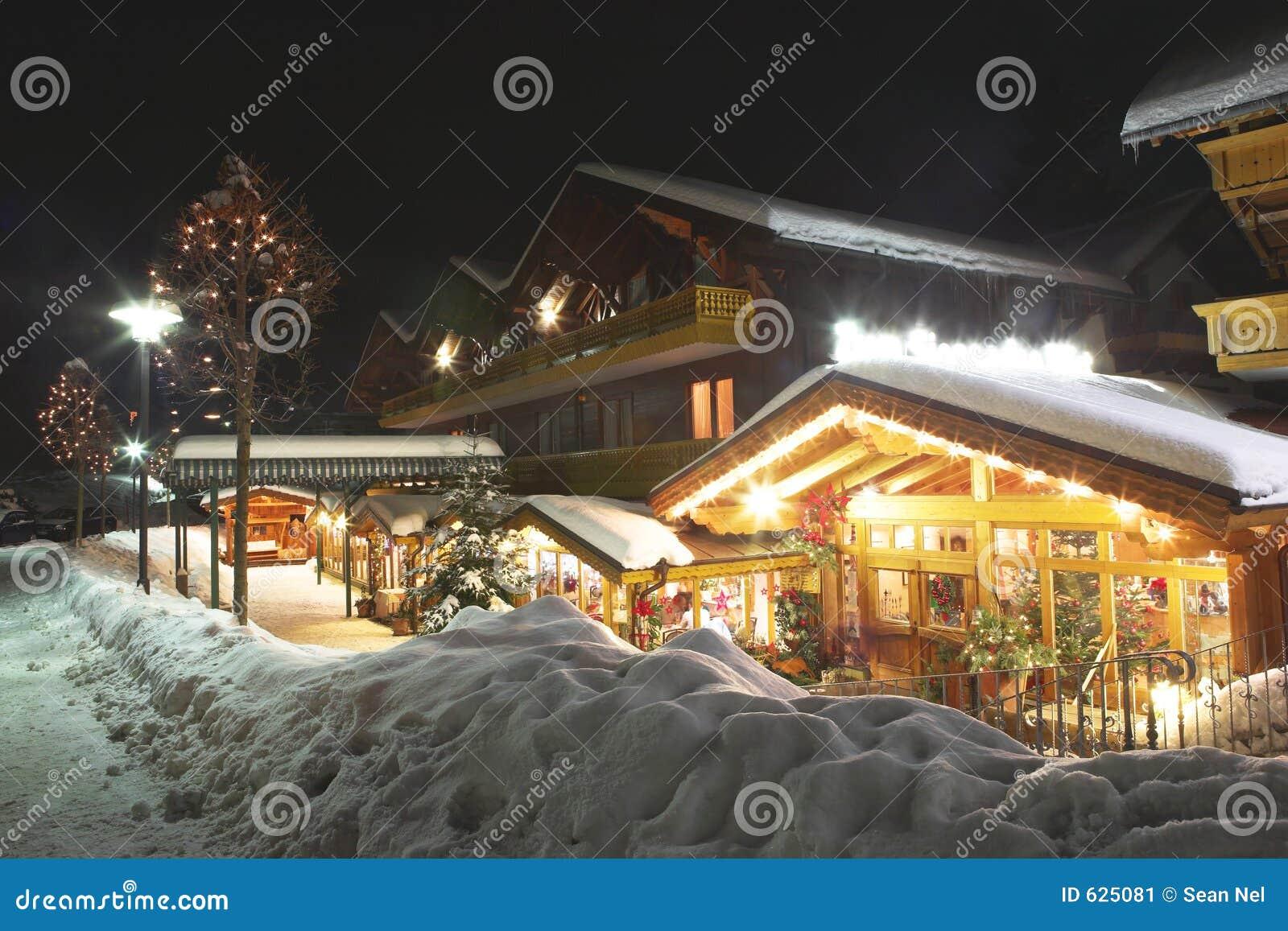 Download 12 kirchberg стоковое изображение. изображение насчитывающей снежок - 625081