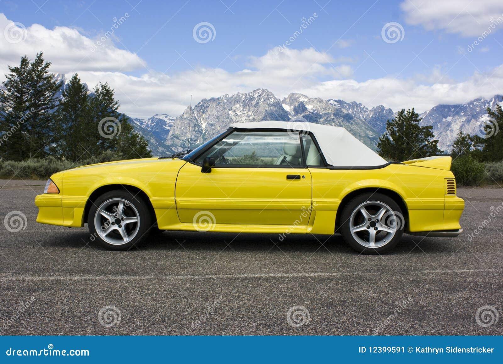 1991辆敞篷车Ford Mustang黄色