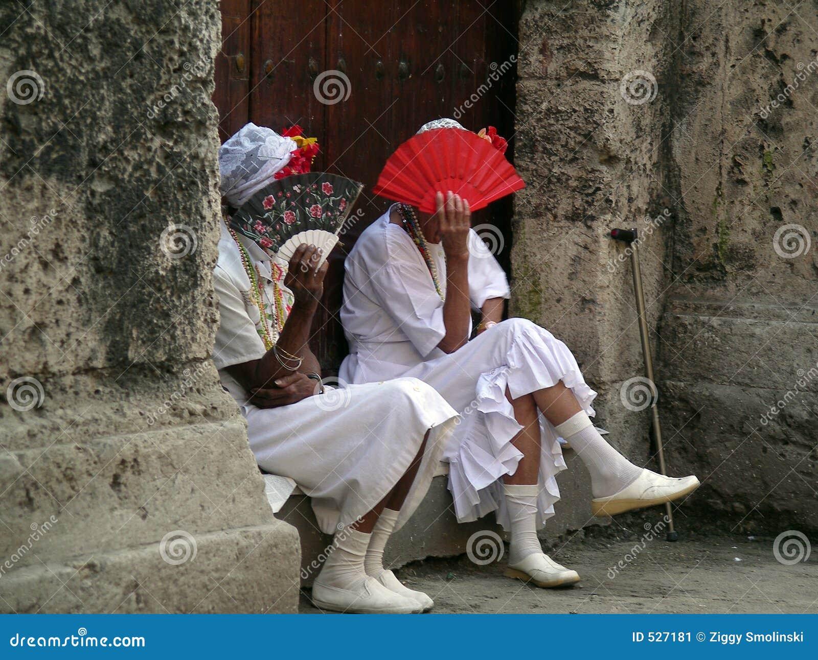 Download 2个古巴夫人 库存图片. 图片 包括有 覆盖物, 放松, 开会, 风扇, 古巴, 通知, 夫人, 表面, 服装 - 527181