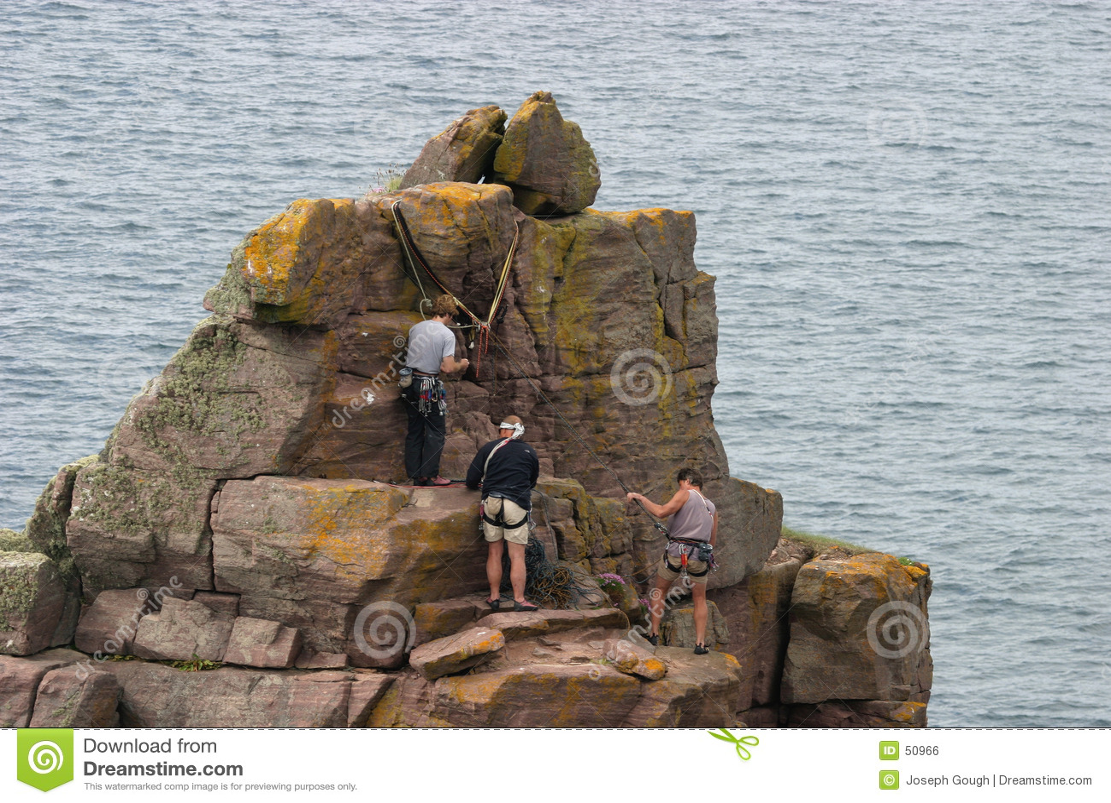 2个登山人