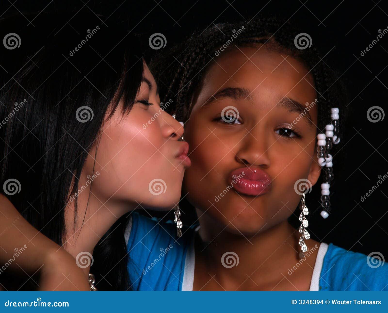 2个美丽的女孩