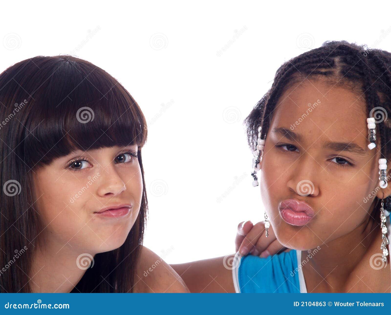 2个逗人喜爱的女孩