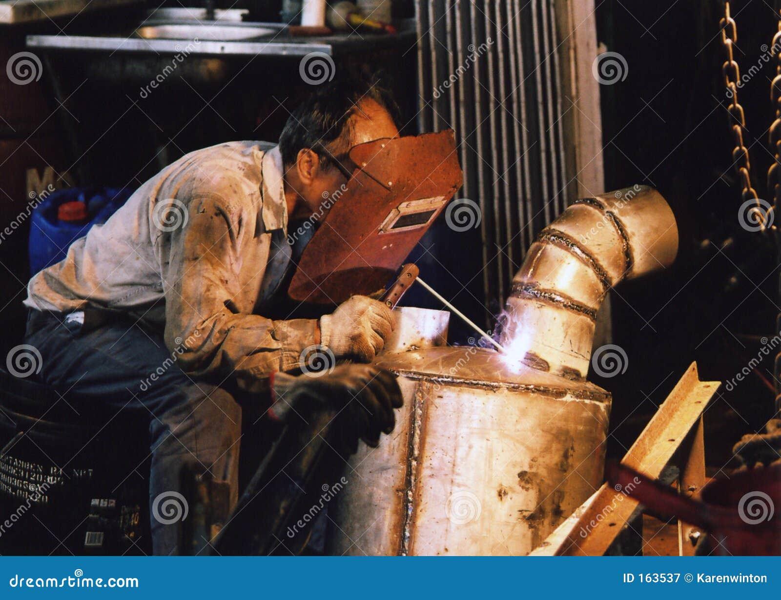 2弧焊工工作