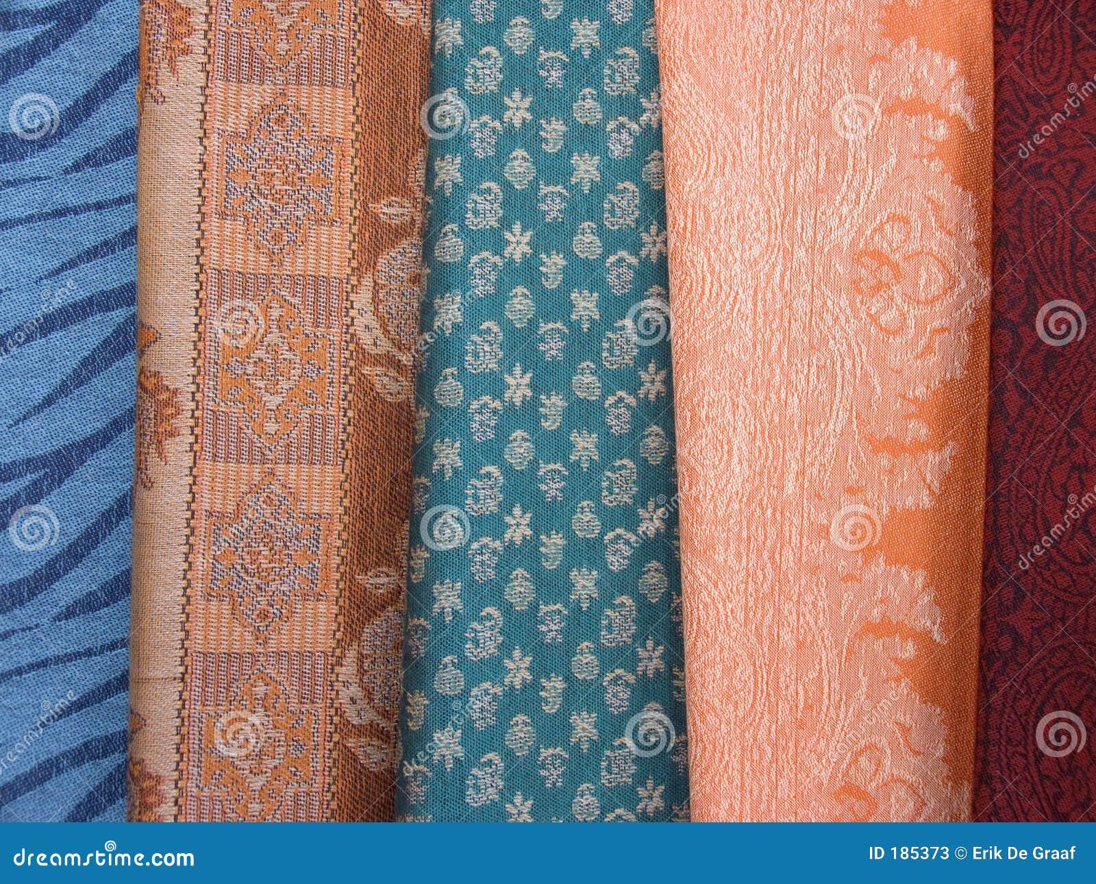 2条色的围巾