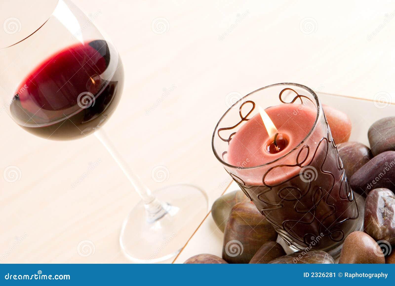 2玻璃红葡萄酒