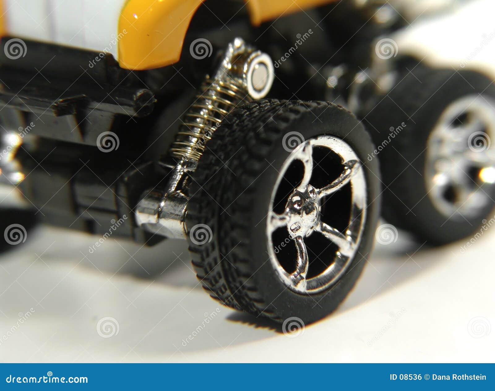 2辆汽车玩具轮子