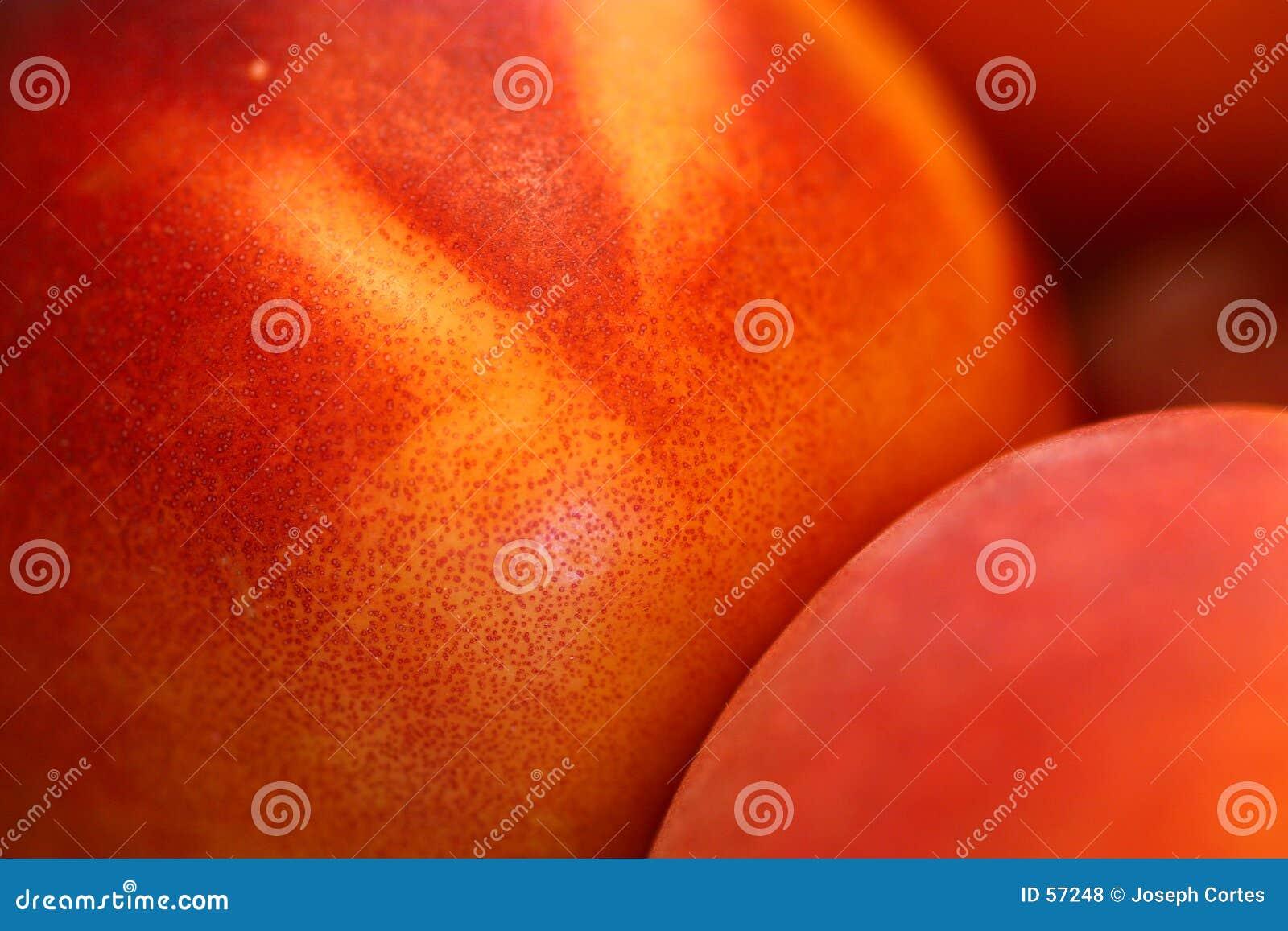 2 świeżej brzoskwini
