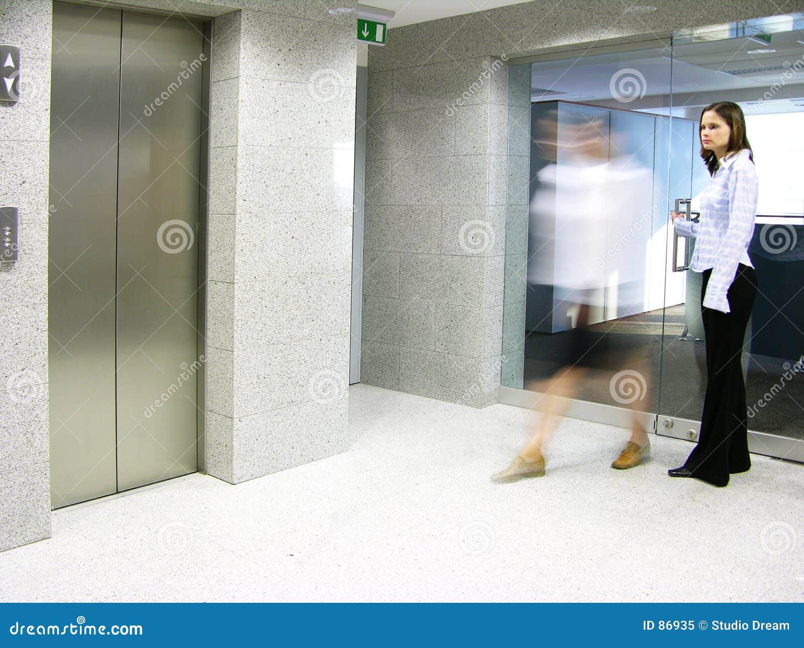2 αναχώρηση του γραφείου