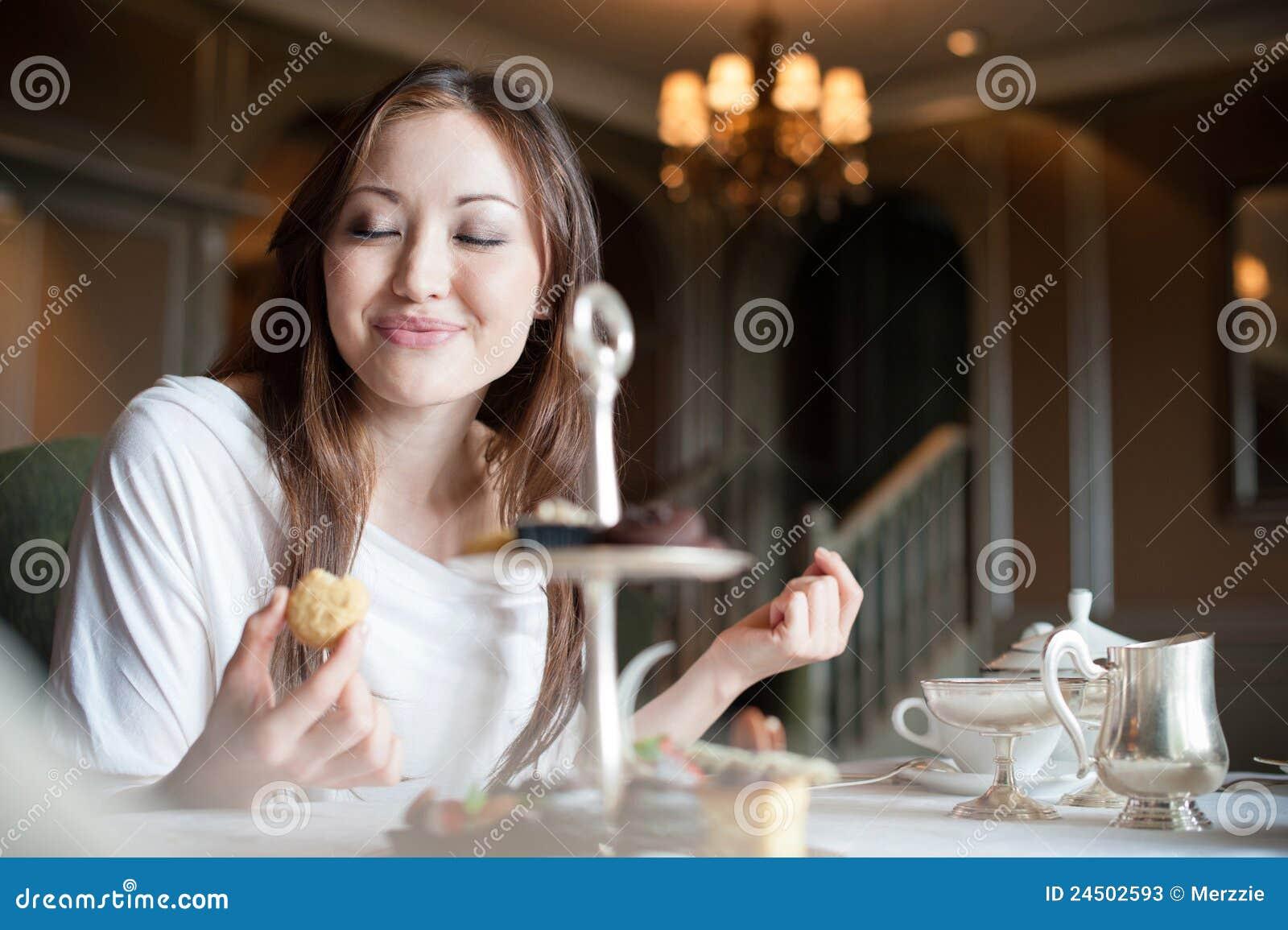2 ελκυστικά επιδόρπια που τρώνε τη γυναίκα
