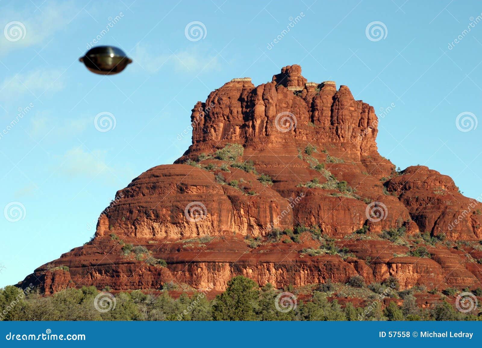 Download 2 κάνουν το Ufo απόδειξης S Exhist εδώ Στοκ Εικόνες - εικόνα από βράχος, πέταγμα: 57558