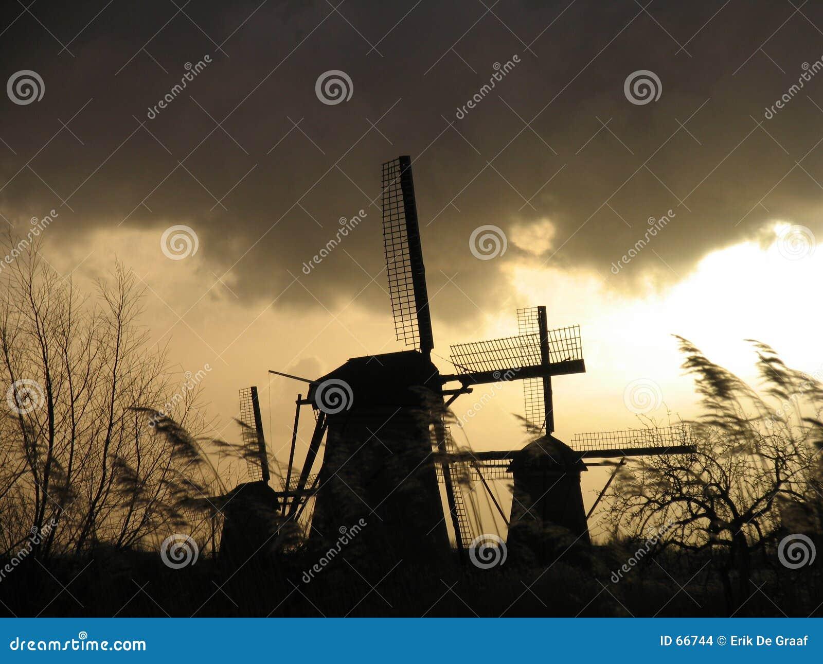 2 ολλανδικοί ανεμόμυλοι