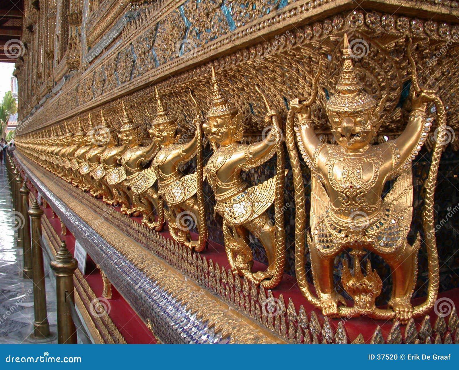 2个菩萨绿宝石寺庙