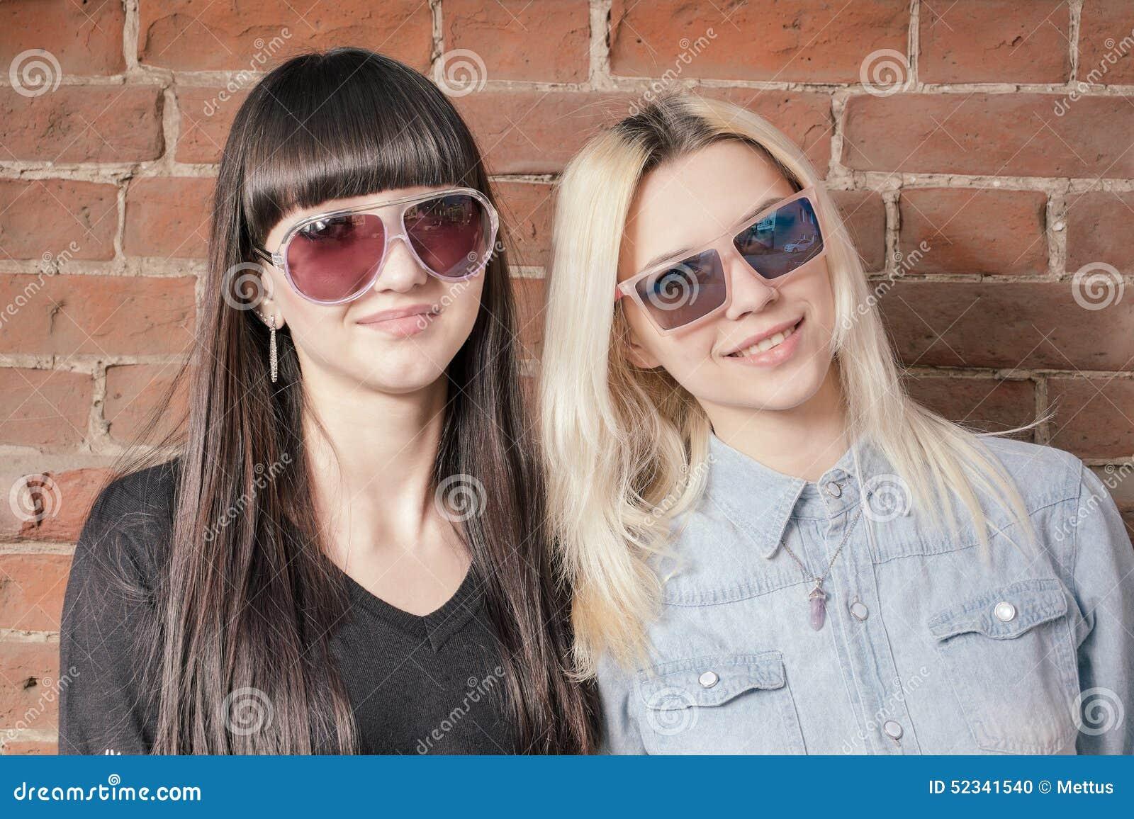 Фото молодых би женщин 14 фотография