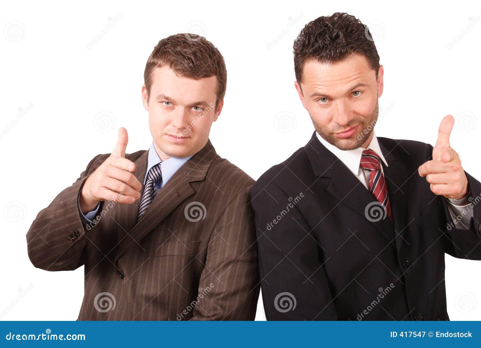 2 bedrijfsmensen die op u richten