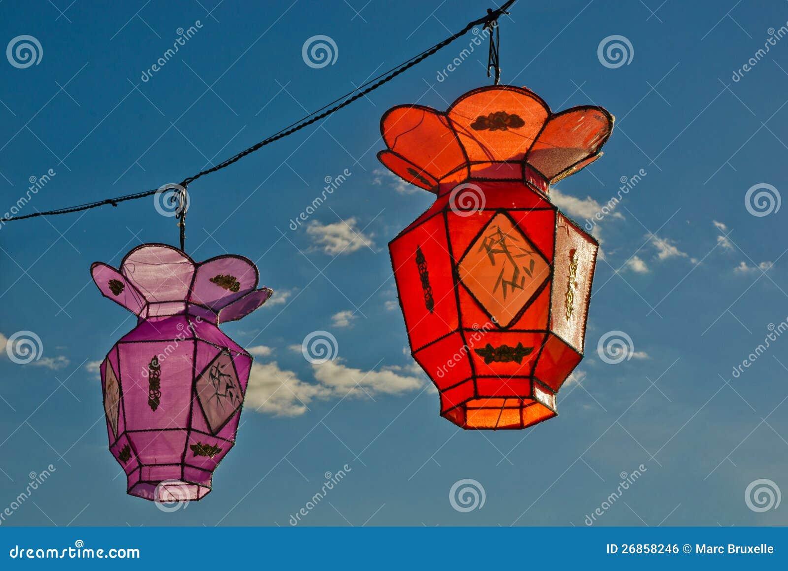 2 lampions chinois colorés