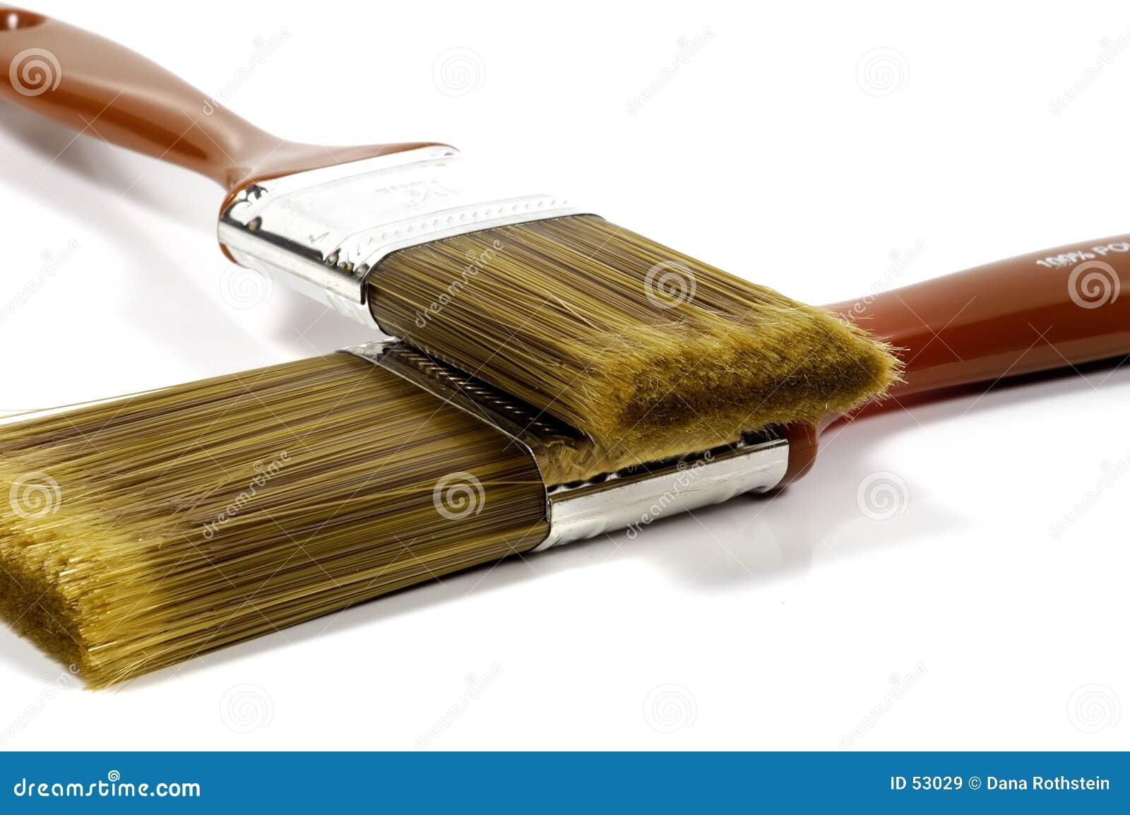 2 paintbrushes