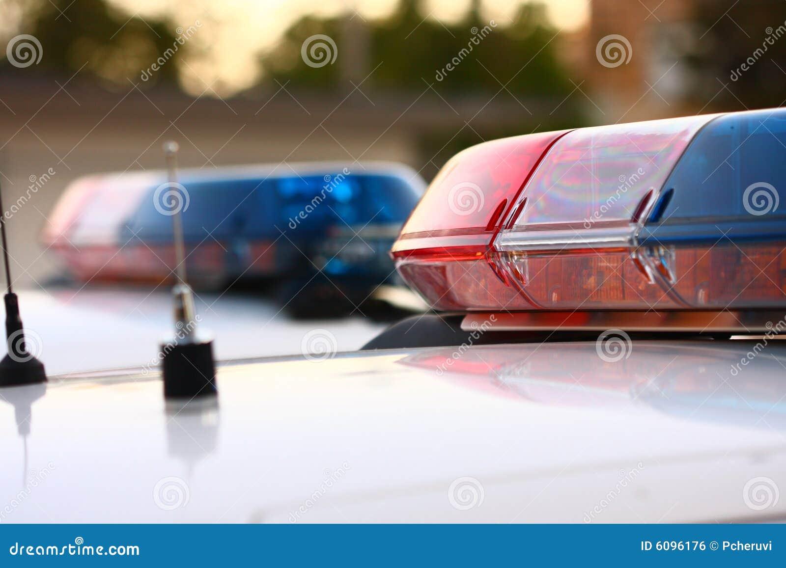 2 politiesirenes sluiten omhoog