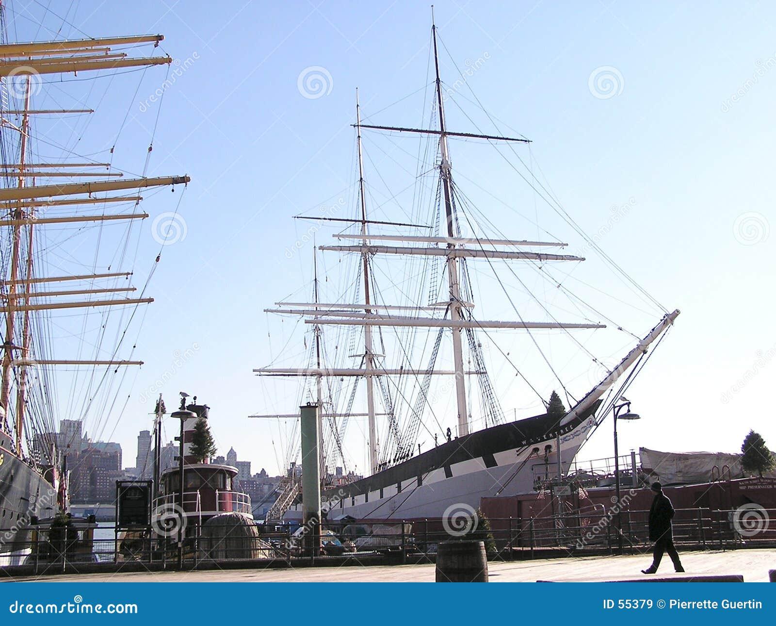 2 rejsów historyczny statku