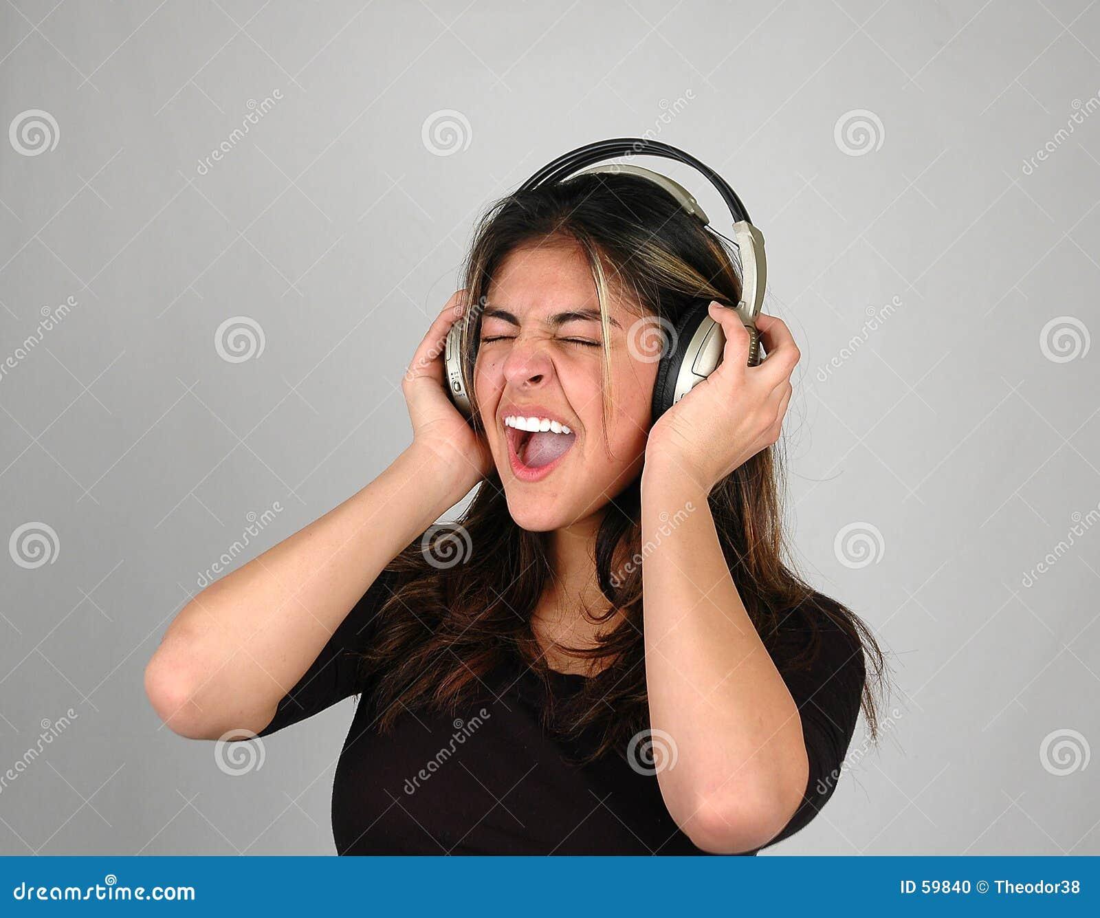 2 słuchał muzyki