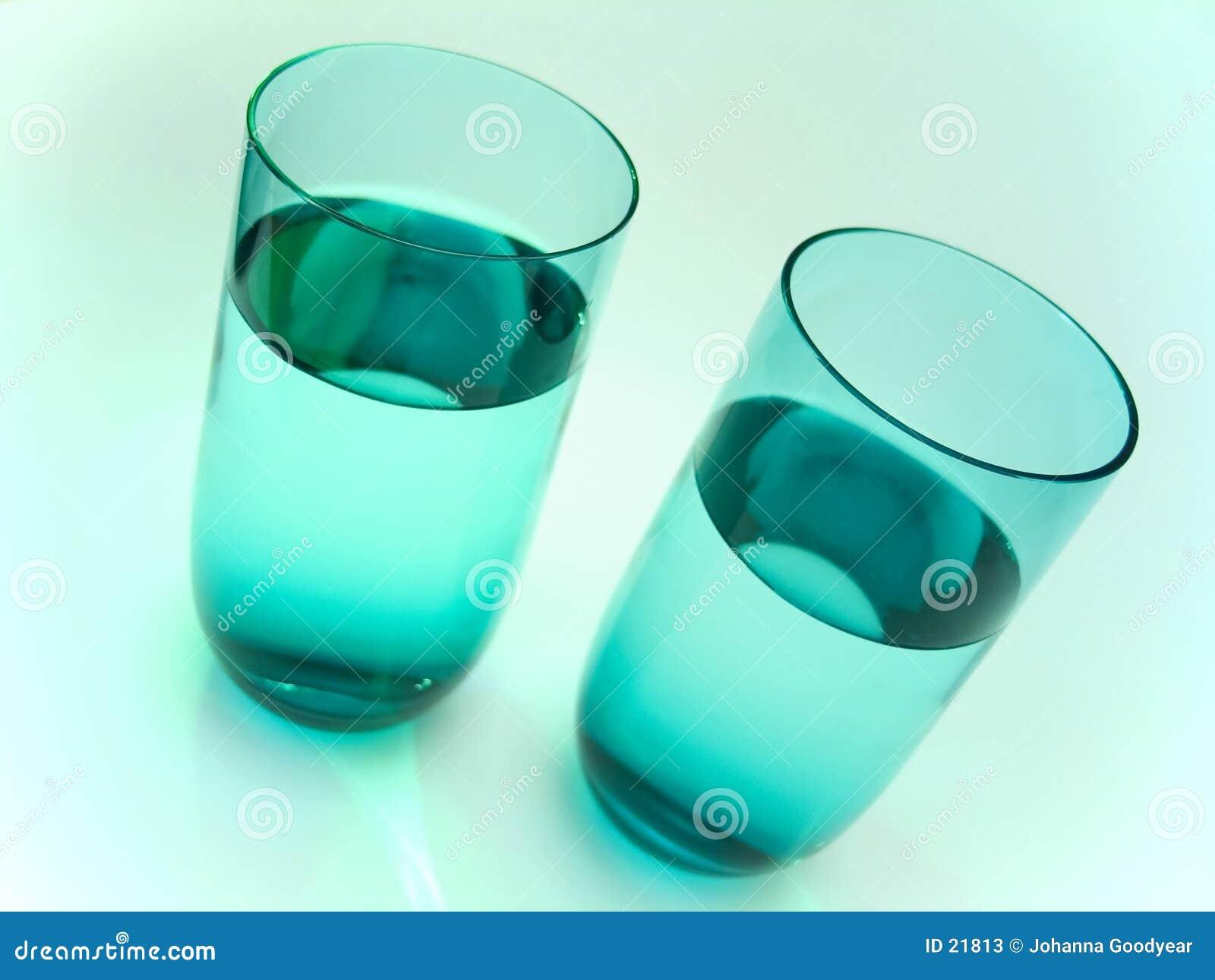 2 szklanki wody.