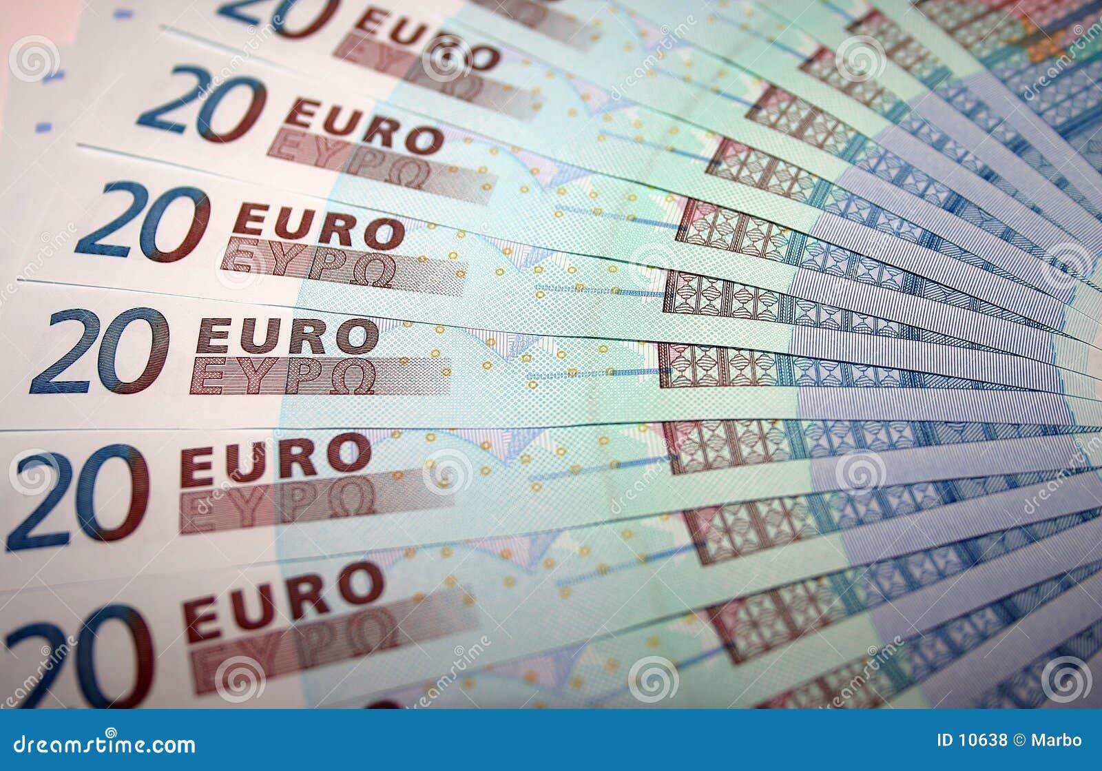 20 примечаний евро