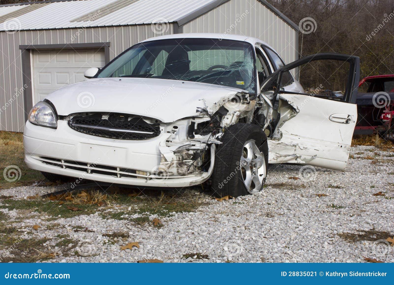 2000 συντρίμμια της Ford Taurus