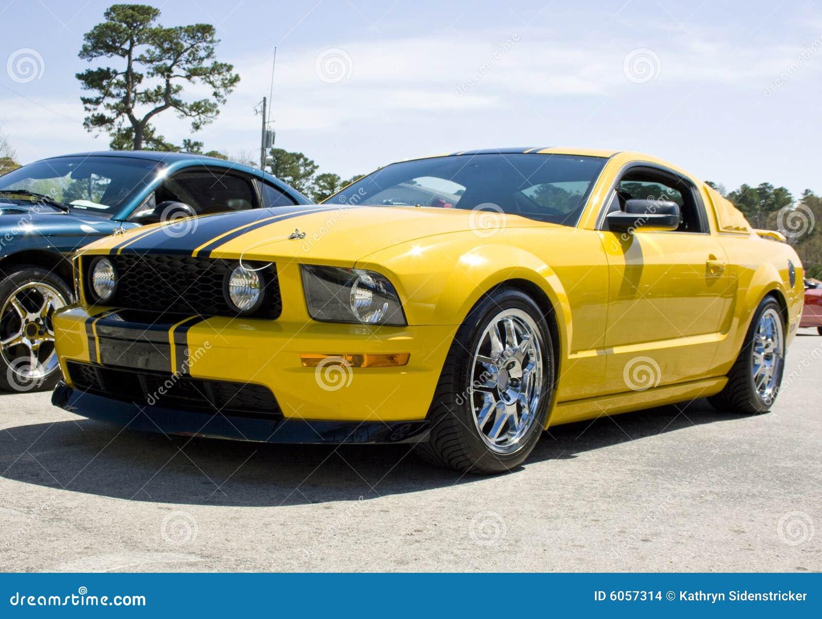 2008 de gele mustang gt van de doorwaadbare plaats stock for Gele lampen auto