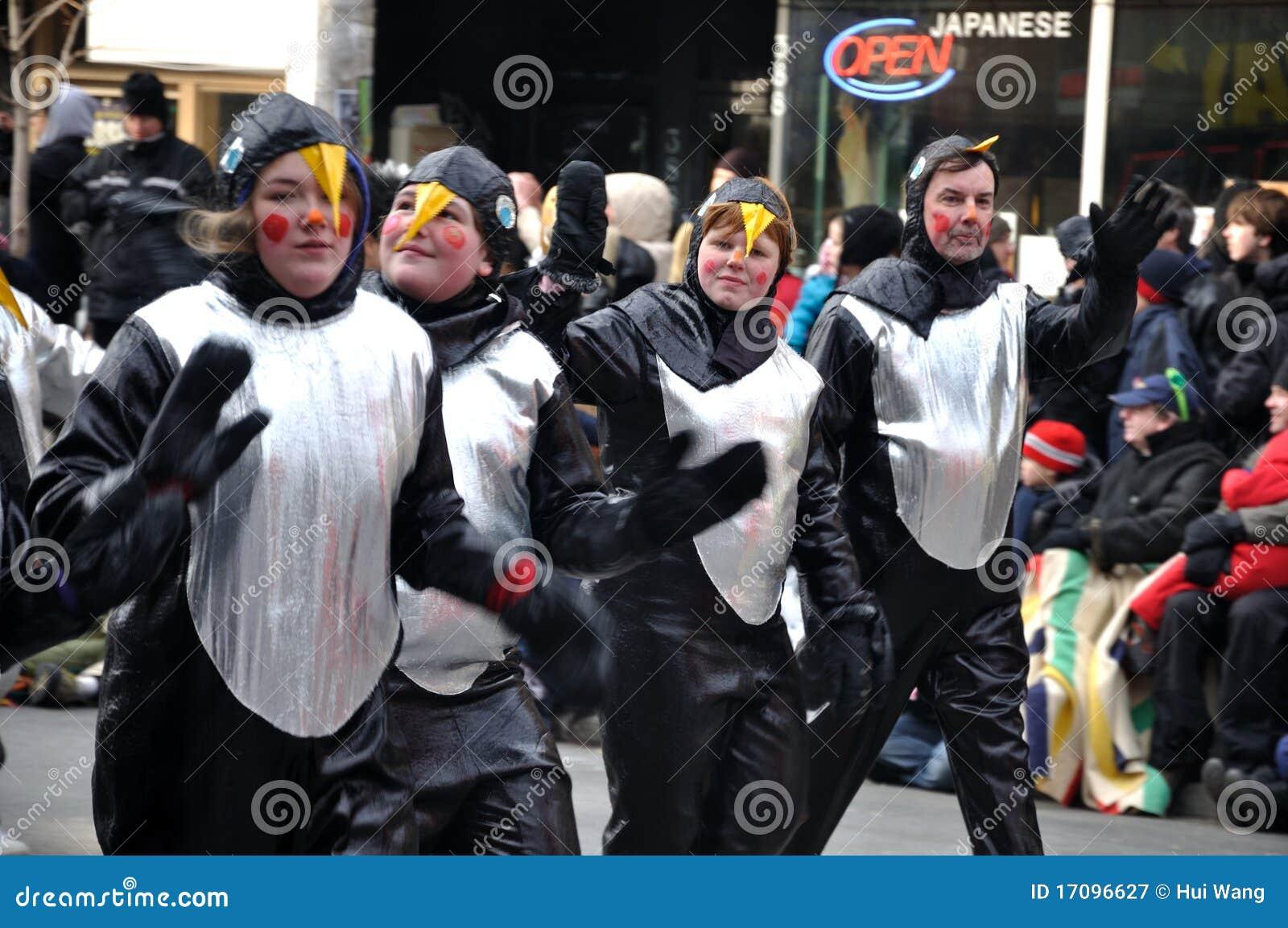 2011 одетьнный люд santa парада вверх