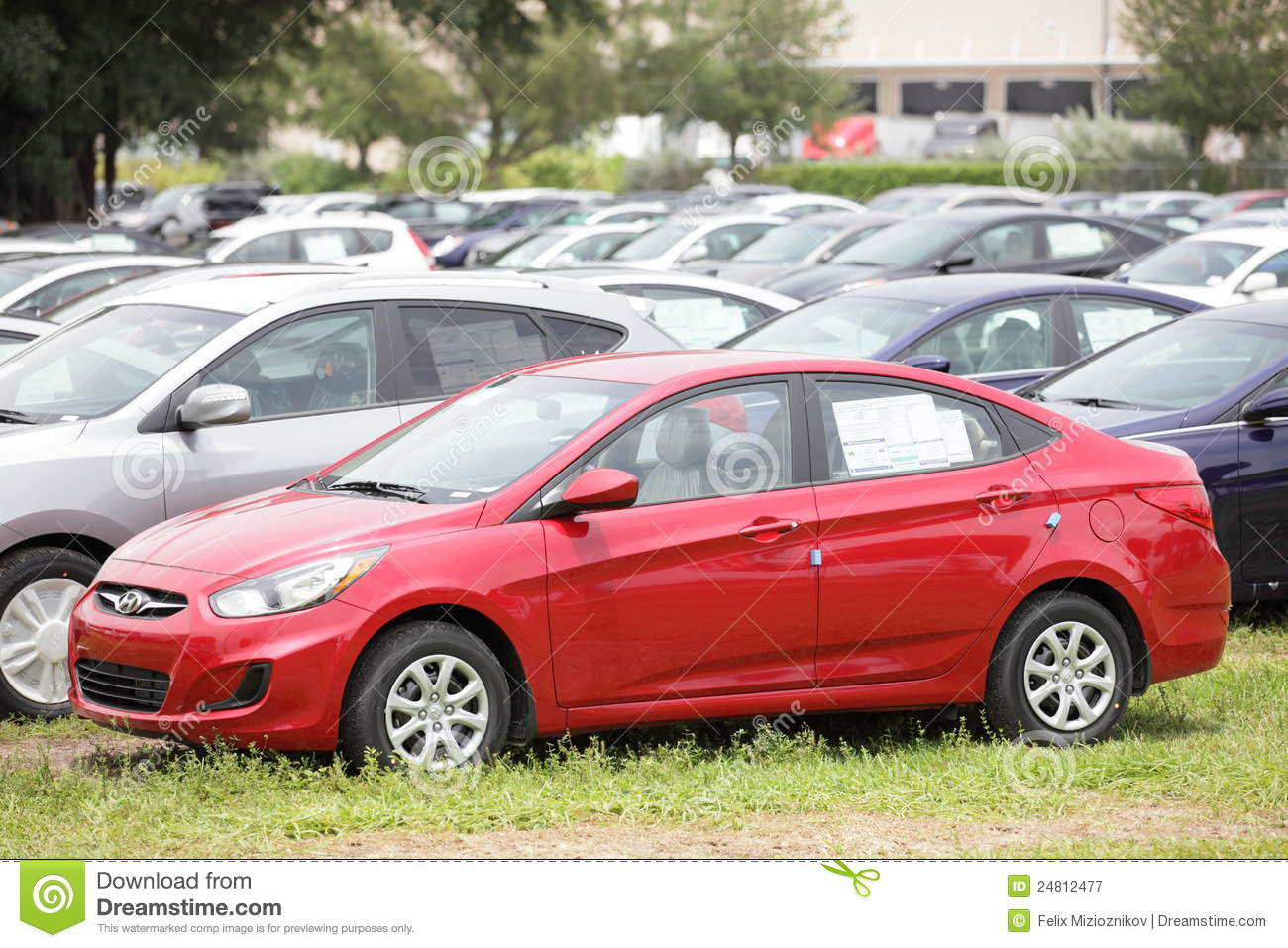 Hyundai Accent 15 Mpg >> 2012 Hyundai Accent Editorial Photography Image Of Sale