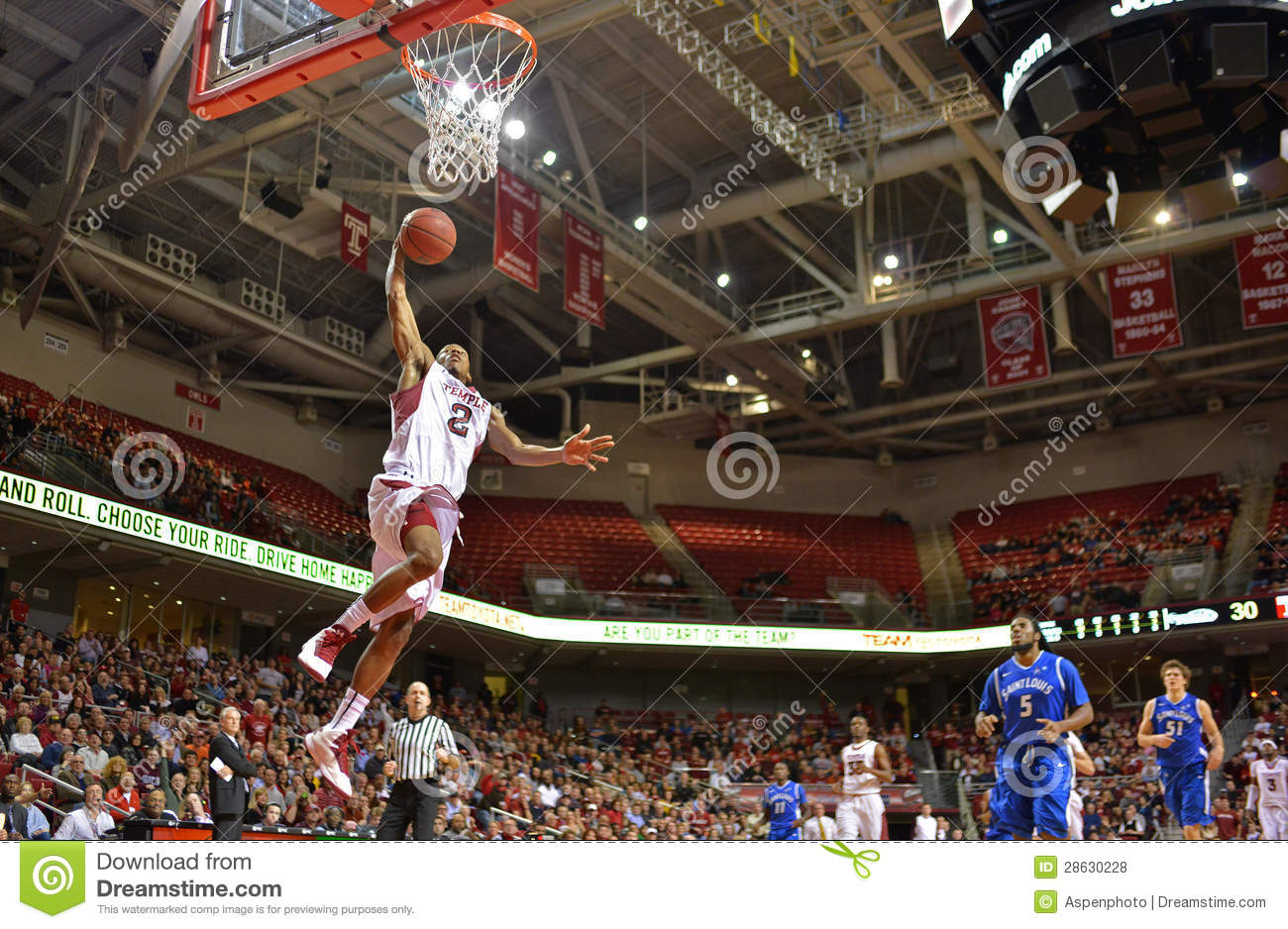 2013 basket-ball de NCAA - claquement trempez - angle faible