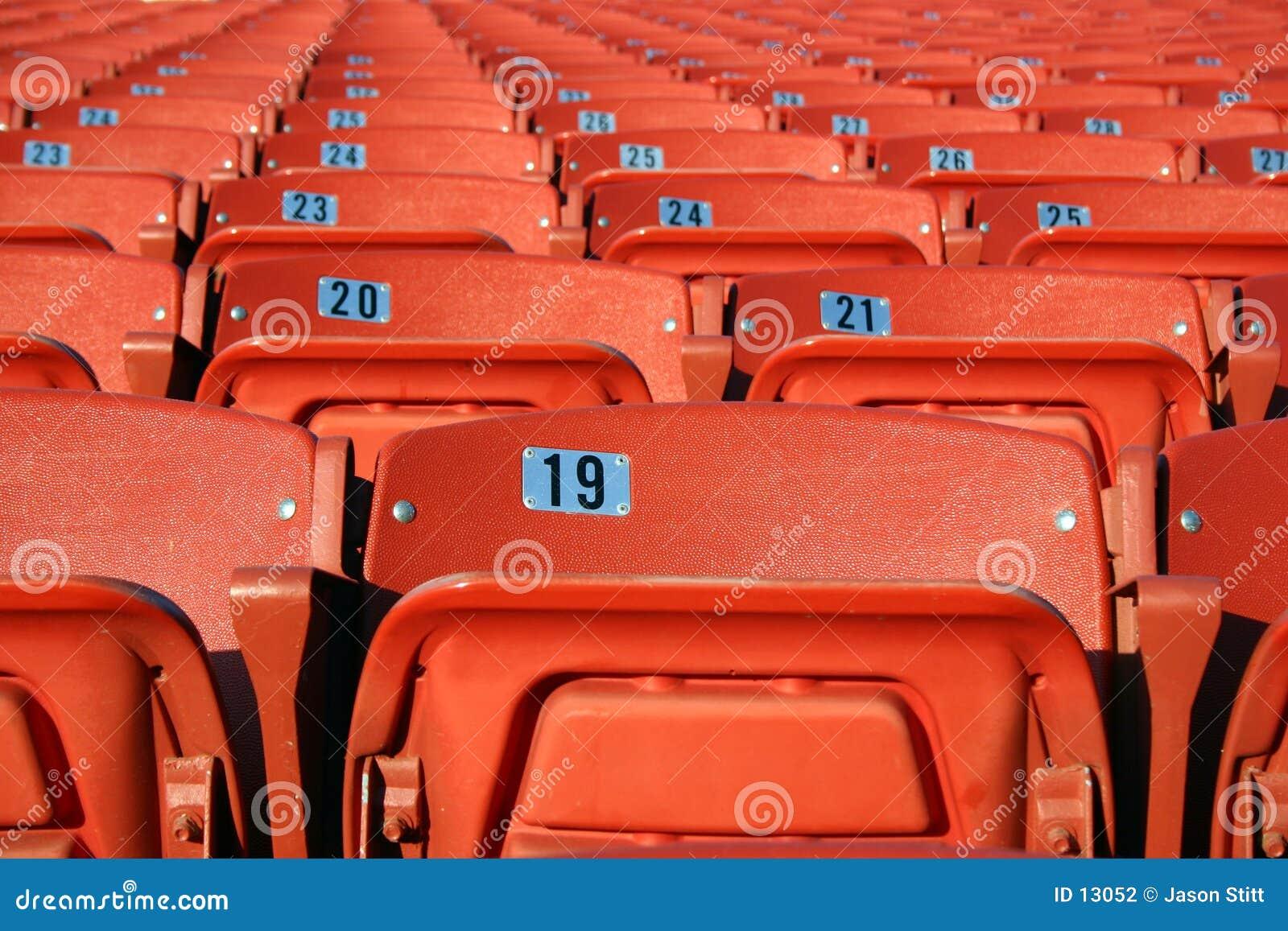 供以座位体育场