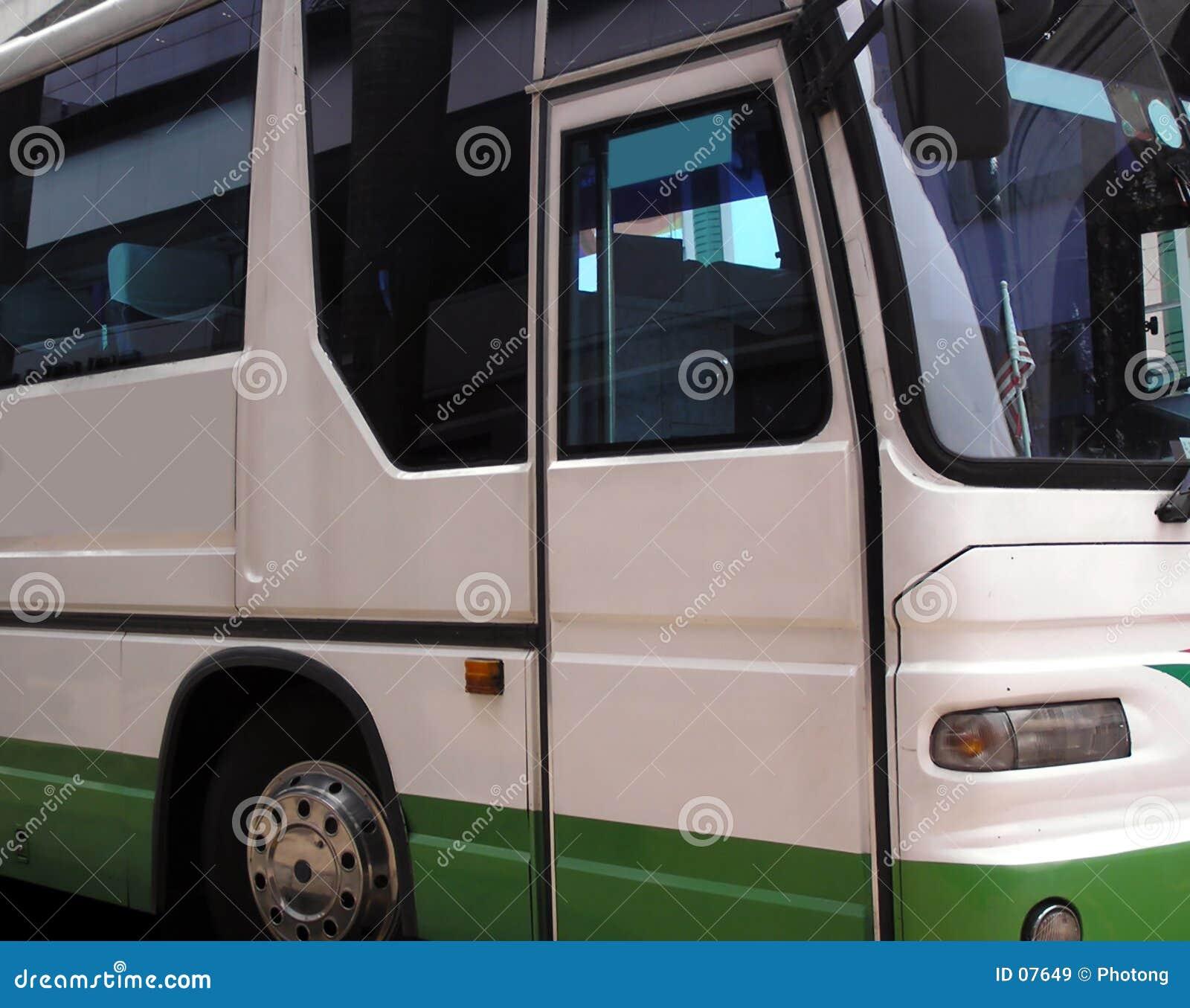 公共汽车侧视图