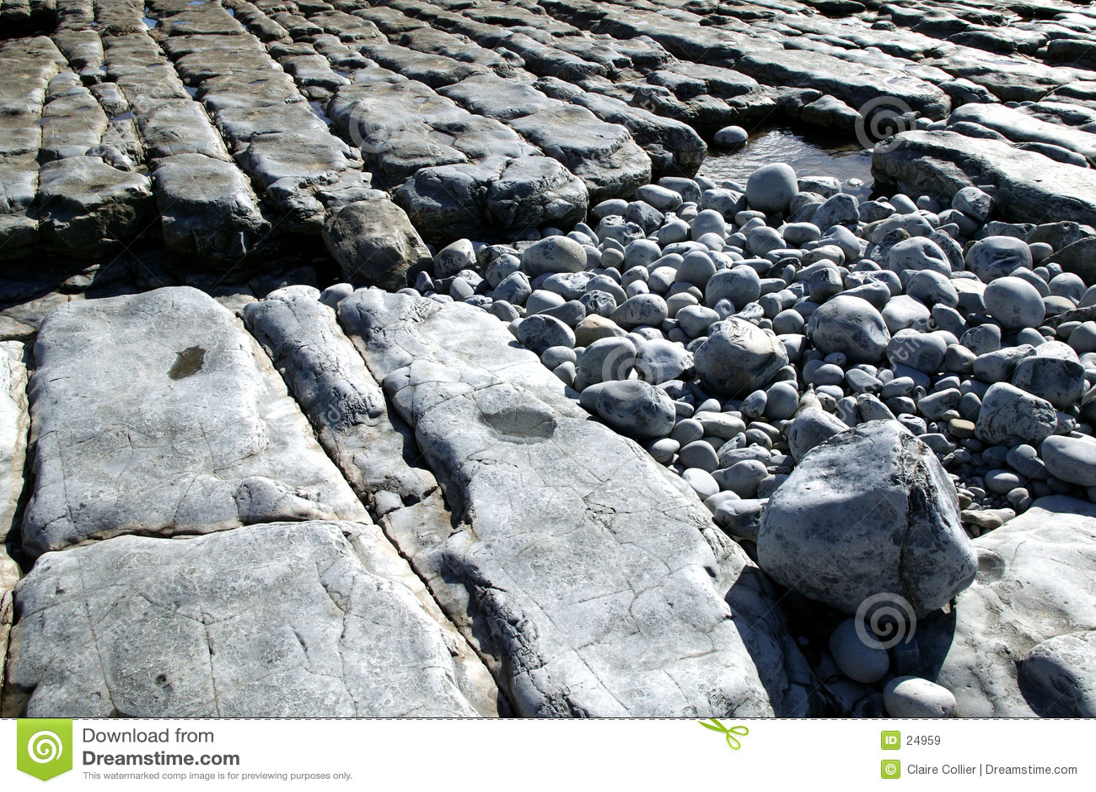 岩石1个的海滩