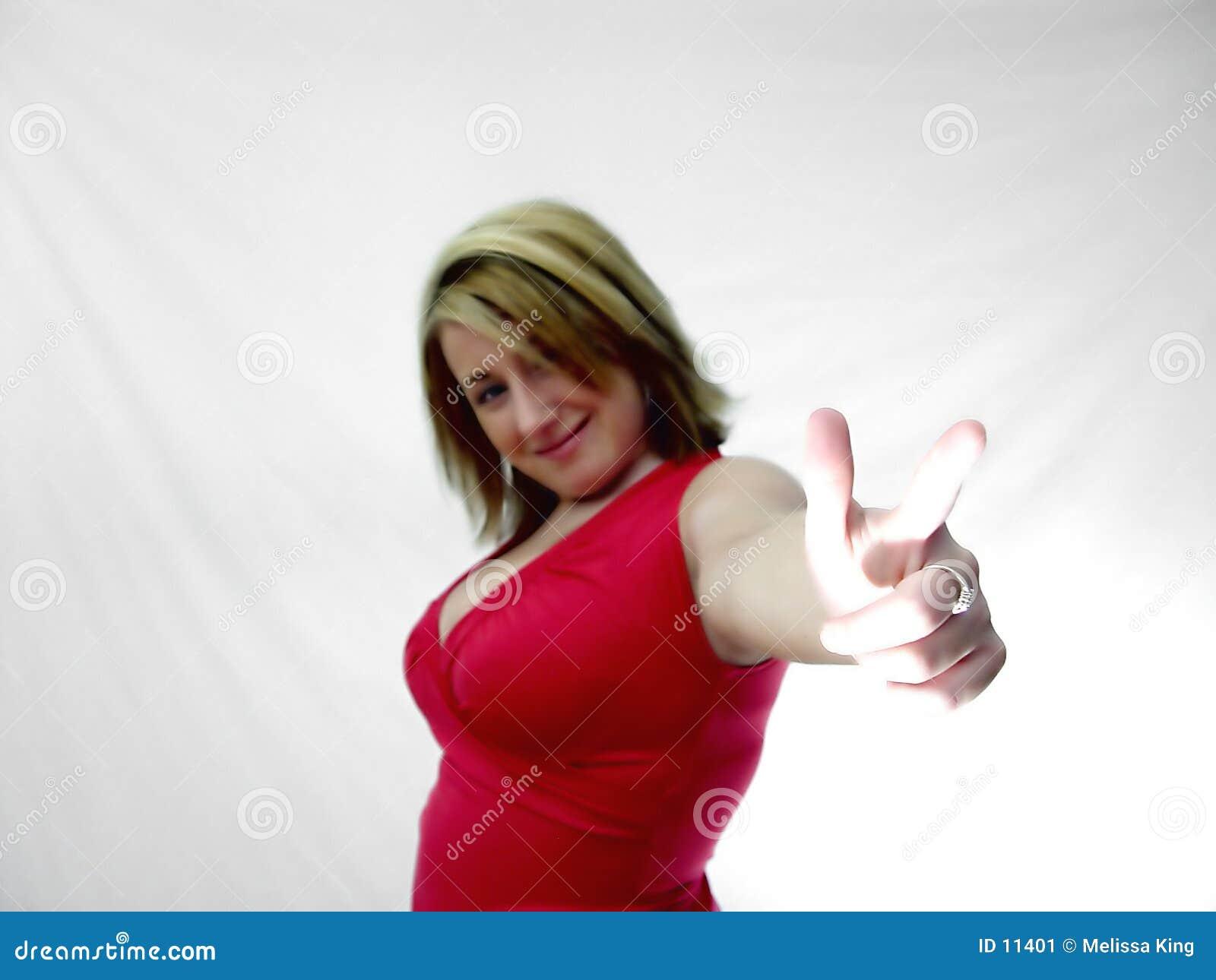 手指她的出头的女人