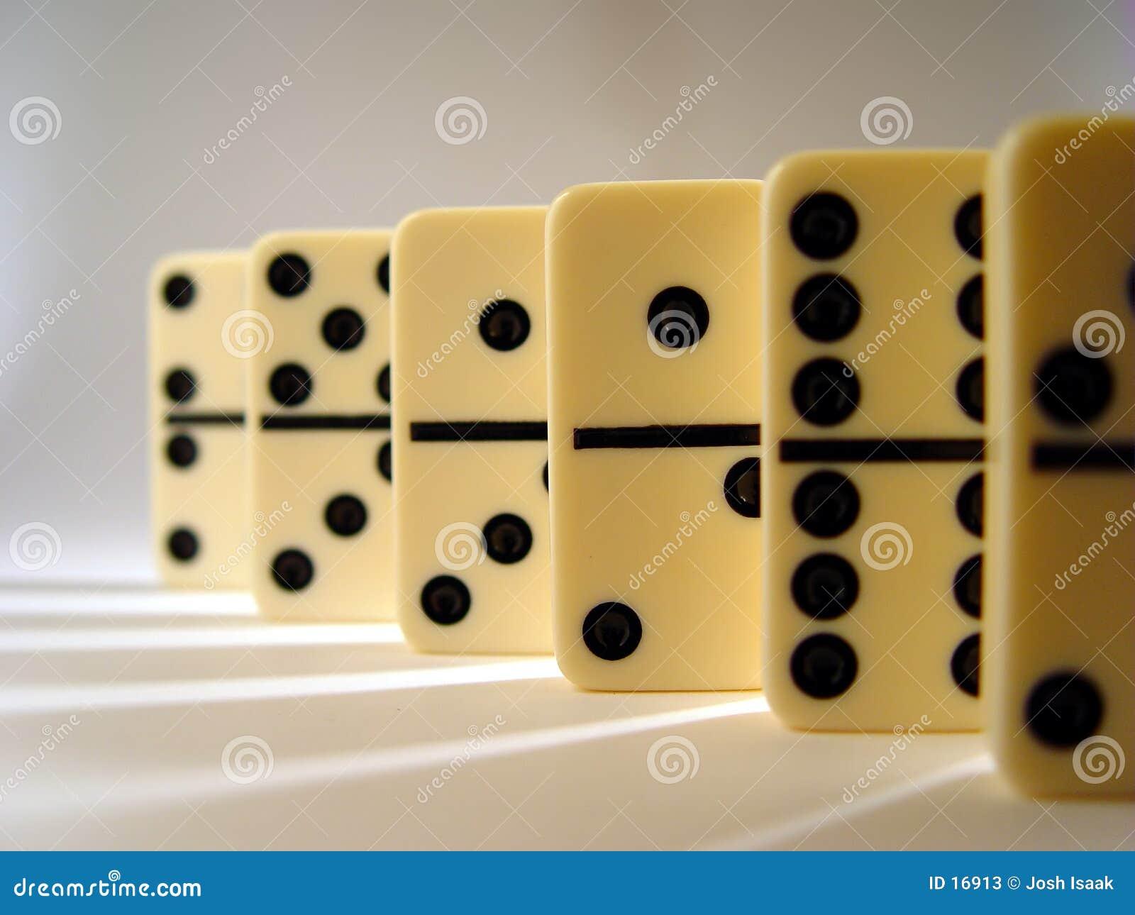 排队的Domino