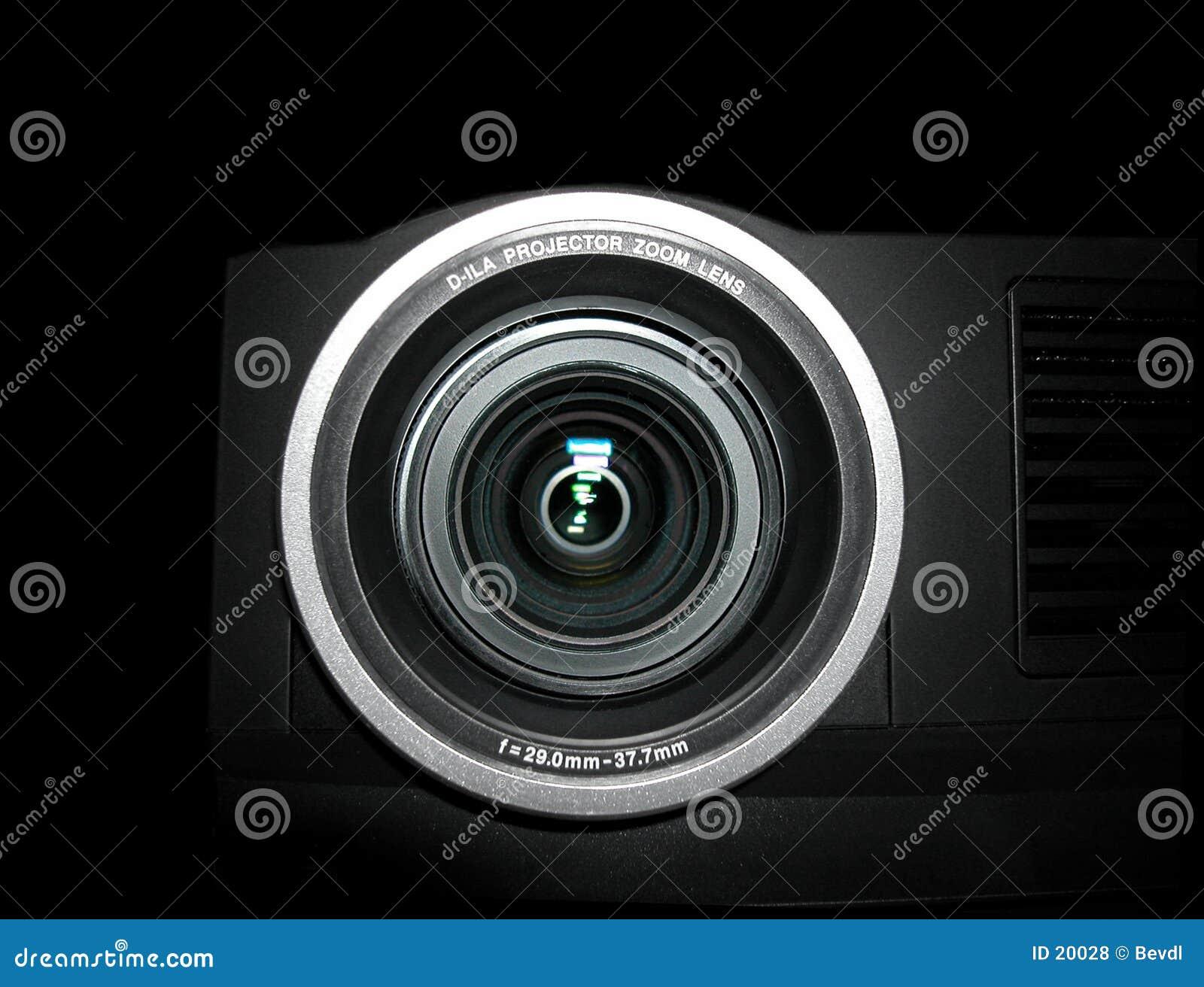 接近的透镜放映机