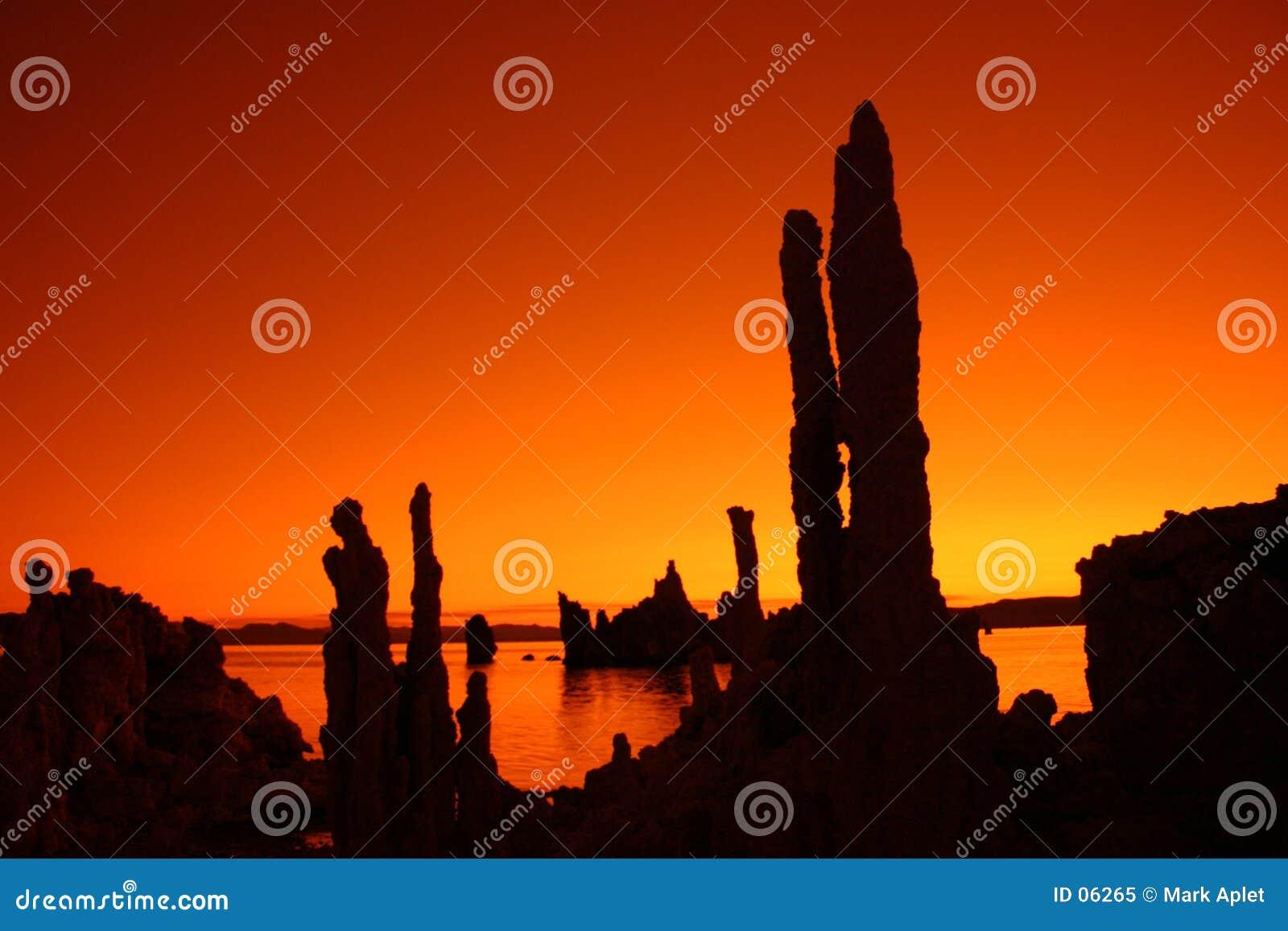 橙色凝灰岩